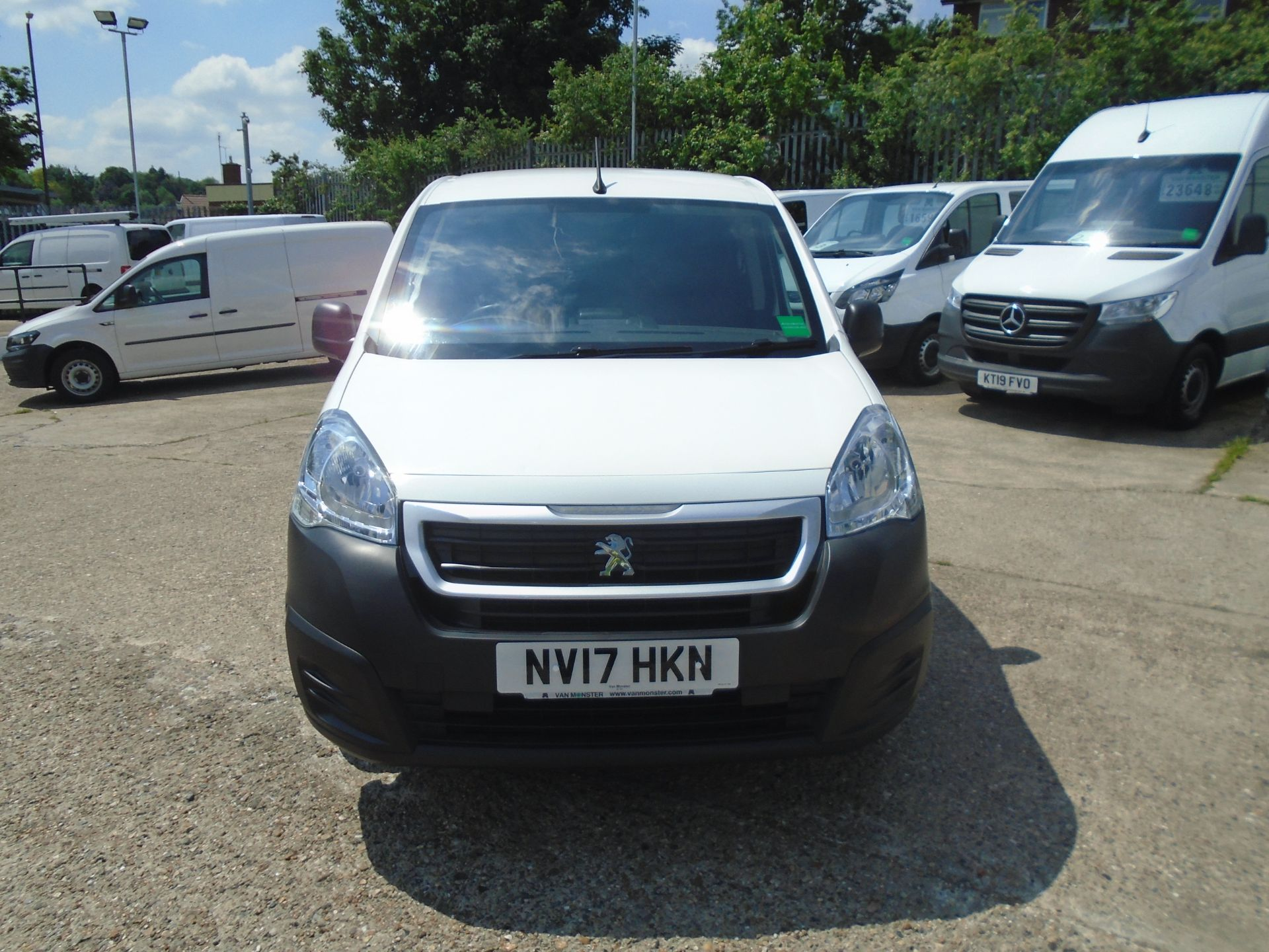 2017 Peugeot Partner 850 1.6 Bluehdi 100 Professional Van [Non Ss] *SPEED LIMITED 70MPH* (NV17HKN) Image 2