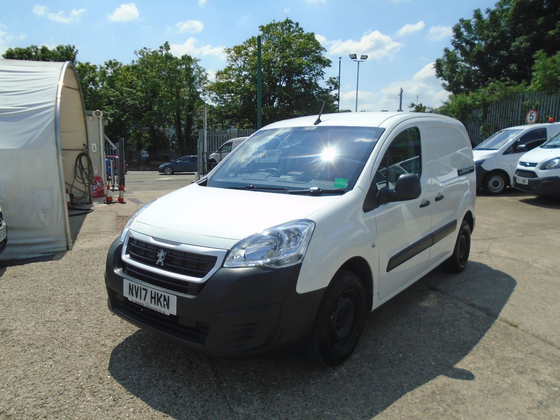 2017 Peugeot Partner 850 1.6 Bluehdi 100 Professional Van [Non Ss] *SPEED LIMITED 70MPH* (NV17HKN) Image 3