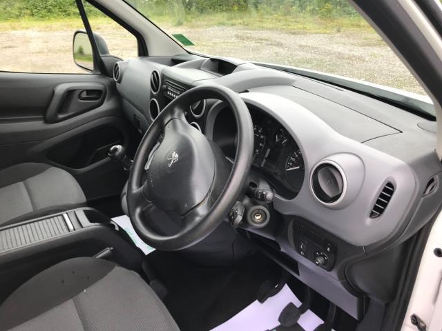 2017 Peugeot Partner  L2 715 S 1.6 BLUEHDI 100 CREW VAN EURO 6 (NV17HKT) Image 25
