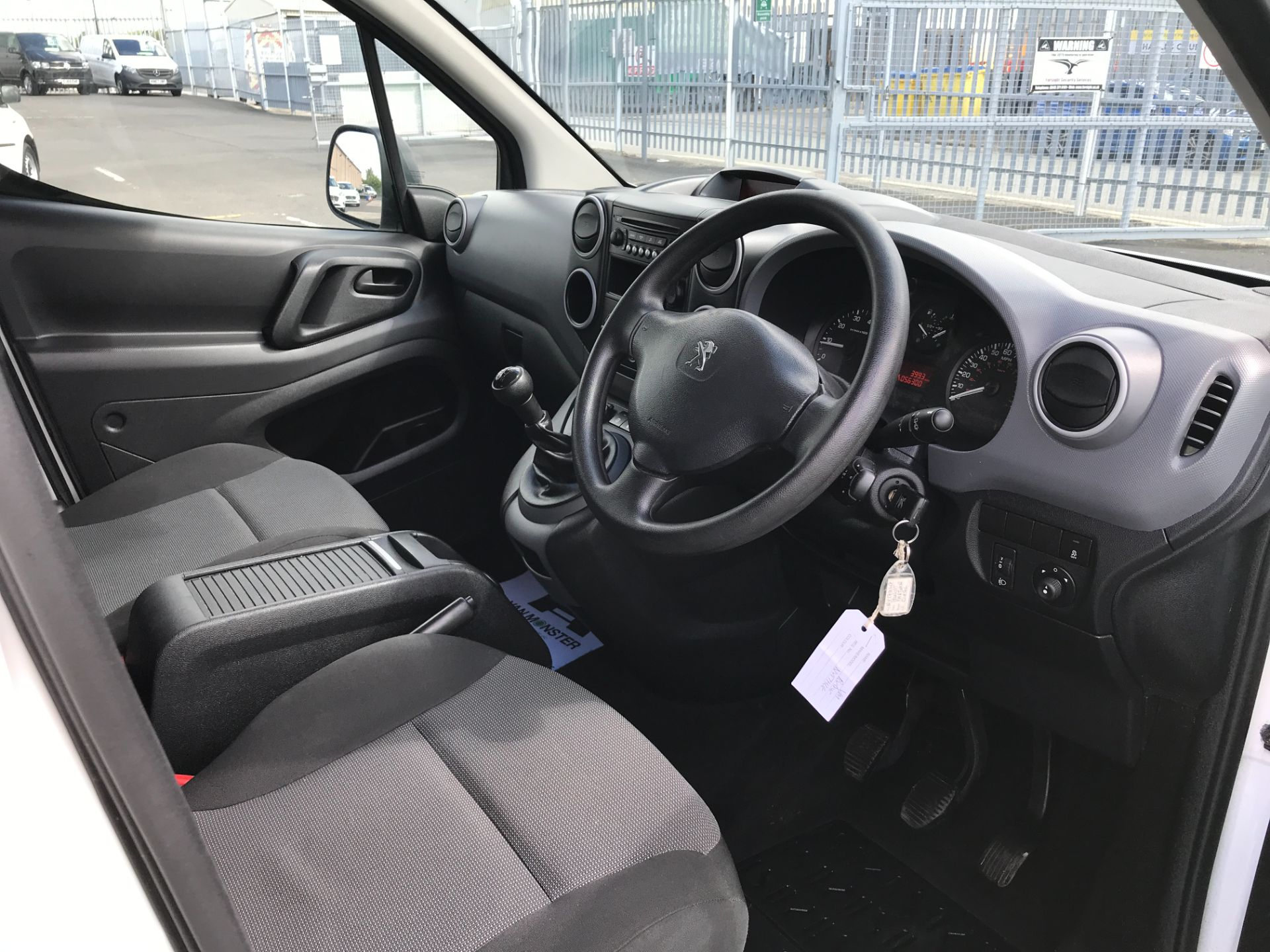 2017 Peugeot Partner L2 715 S 1.6BLUEHDI 100PS CREW VAN EURO 6 (NV17HLG) Image 14