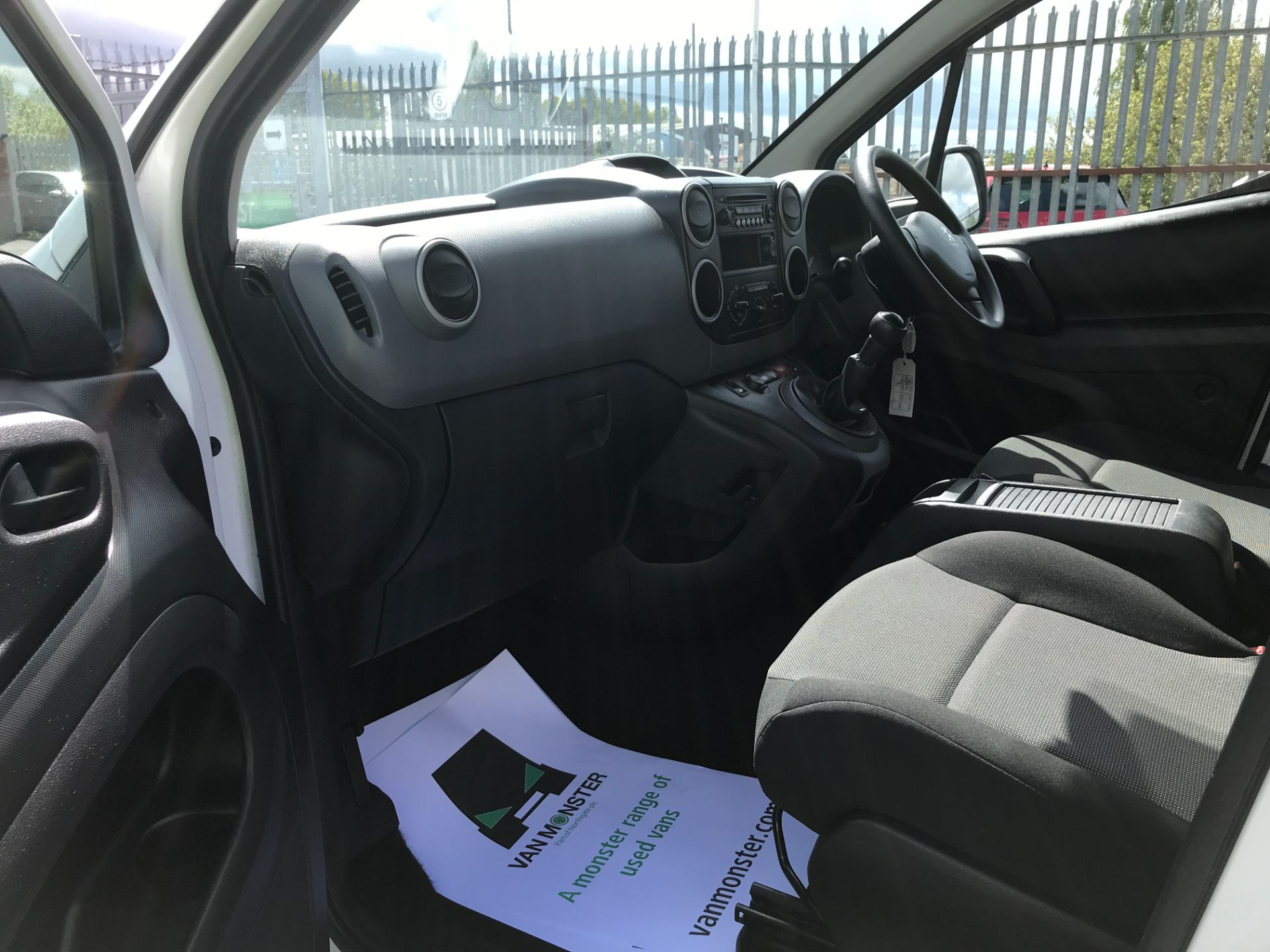 2017 Peugeot Partner L2 715 S 1.6BLUEHDI 100PS CREW VAN EURO 6 (NV17HLG) Image 15