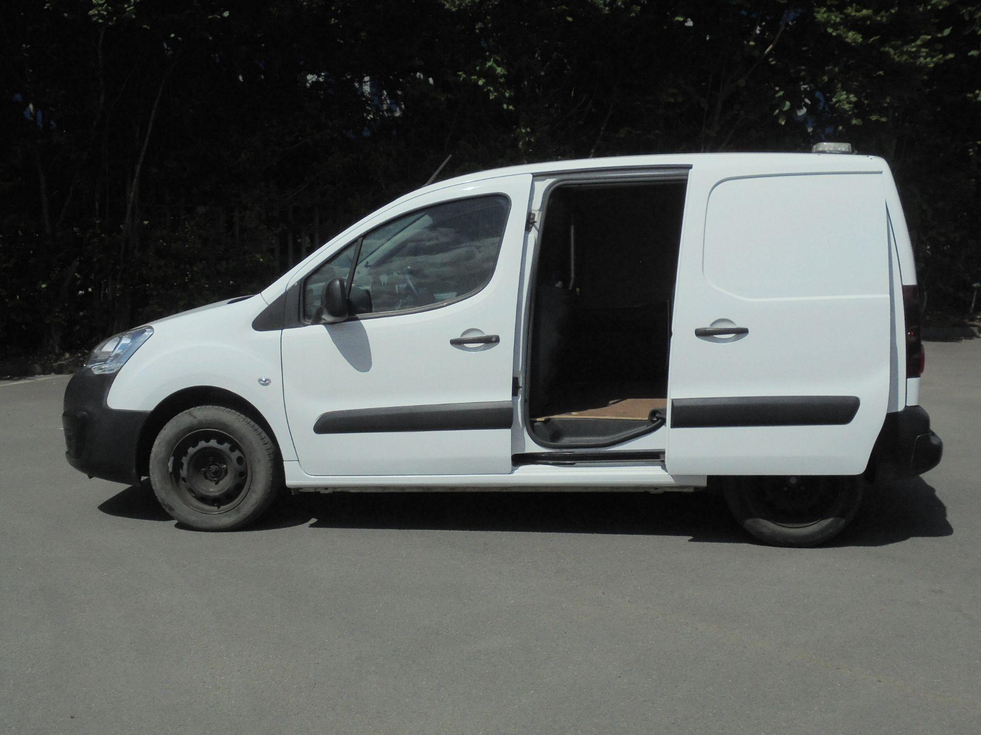 2017 Peugeot Partner 850 1.6 Bluehdi 100 Professional Van [Non Ss] (NV17LRJ) Image 6