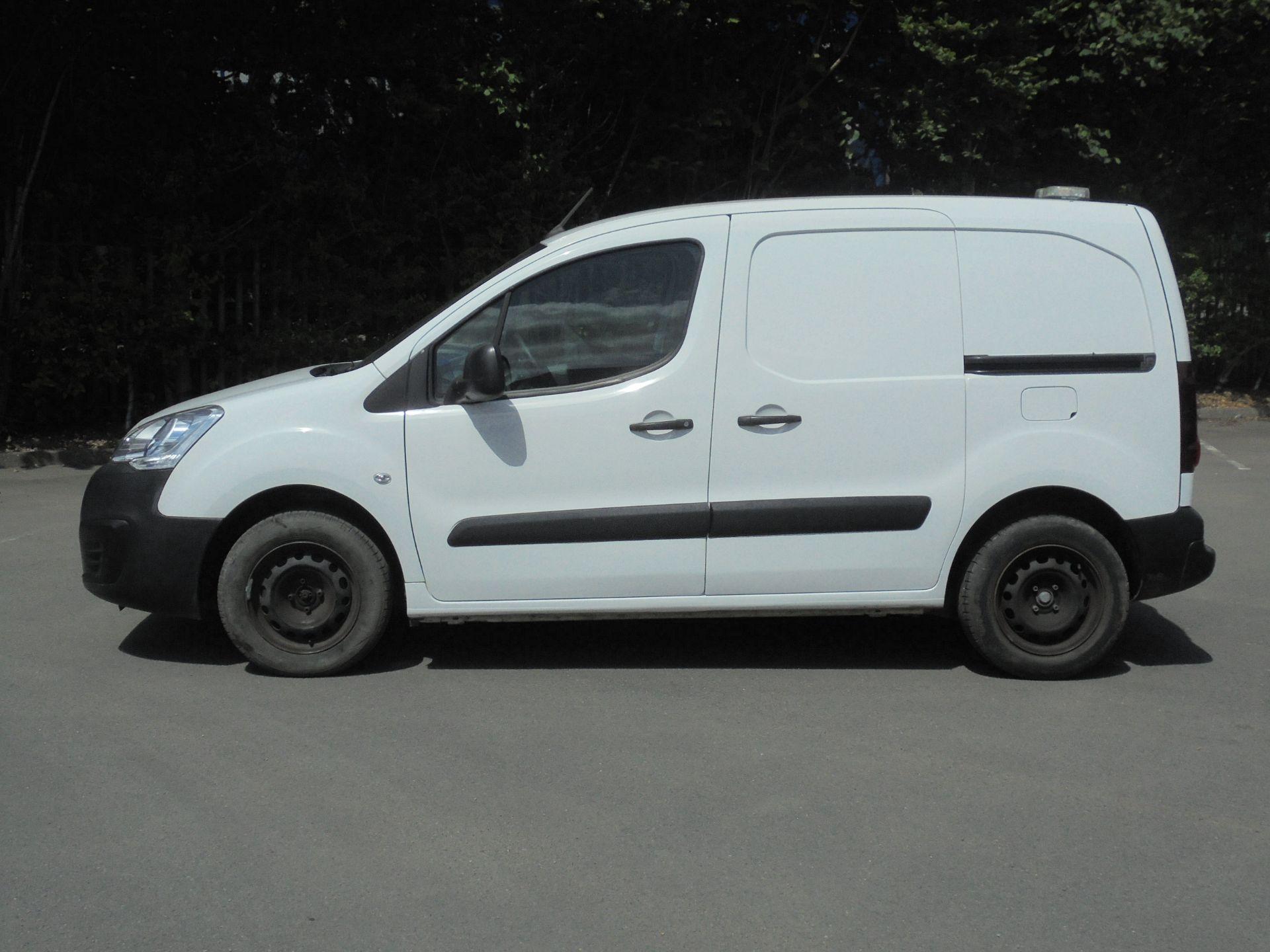 2017 Peugeot Partner 850 1.6 Bluehdi 100 Professional Van [Non Ss] (NV17LRJ) Image 4