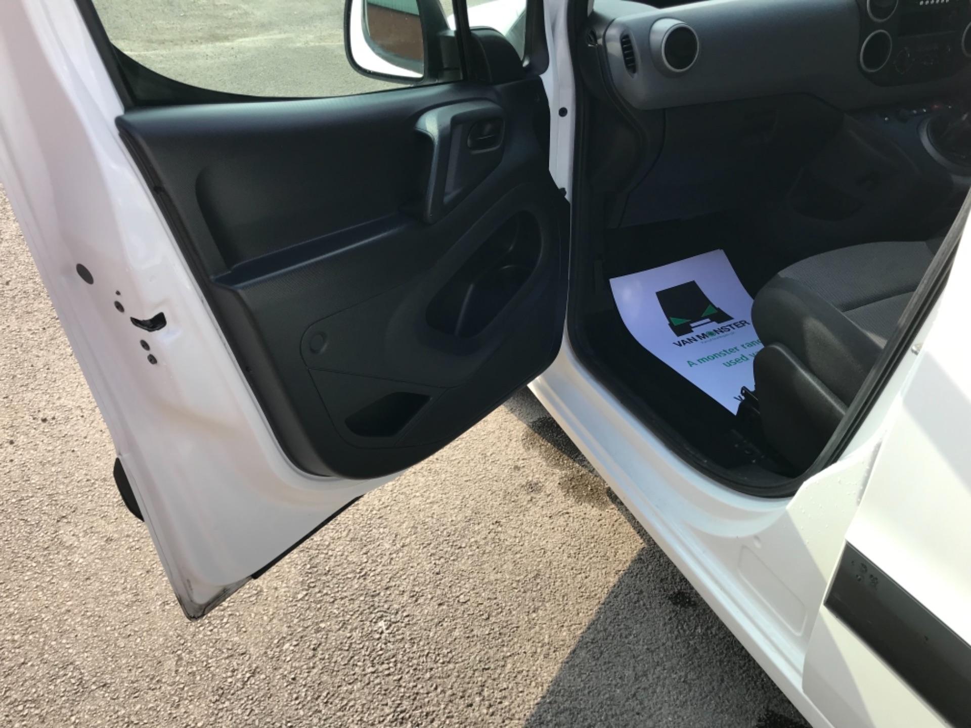 2017 Peugeot Partner  L2 715 S 1.6 BLUEHDI 100 CREW VAN EURO 6 (NV17MMA) Image 23