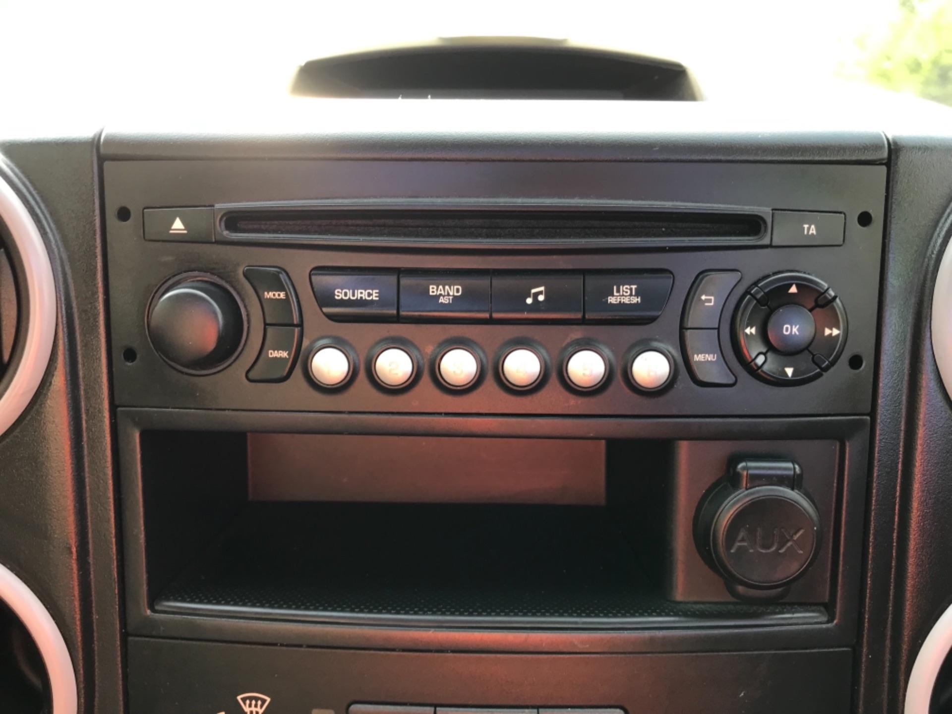 2017 Peugeot Partner  L2 715 S 1.6 BLUEHDI 100 CREW VAN EURO 6 (NV17MMA) Image 17