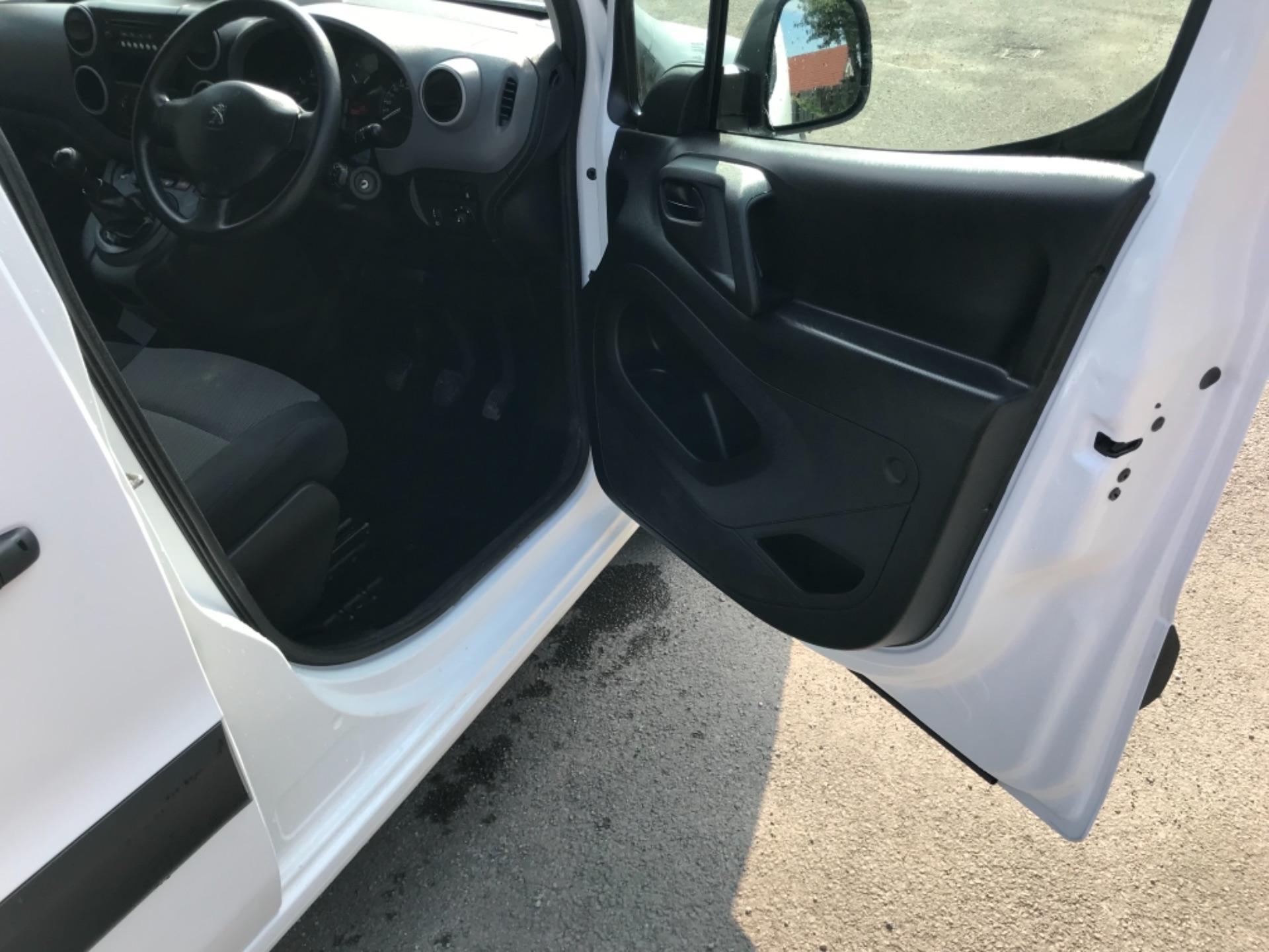 2017 Peugeot Partner  L2 715 S 1.6 BLUEHDI 100 CREW VAN EURO 6 (NV17MMA) Image 10
