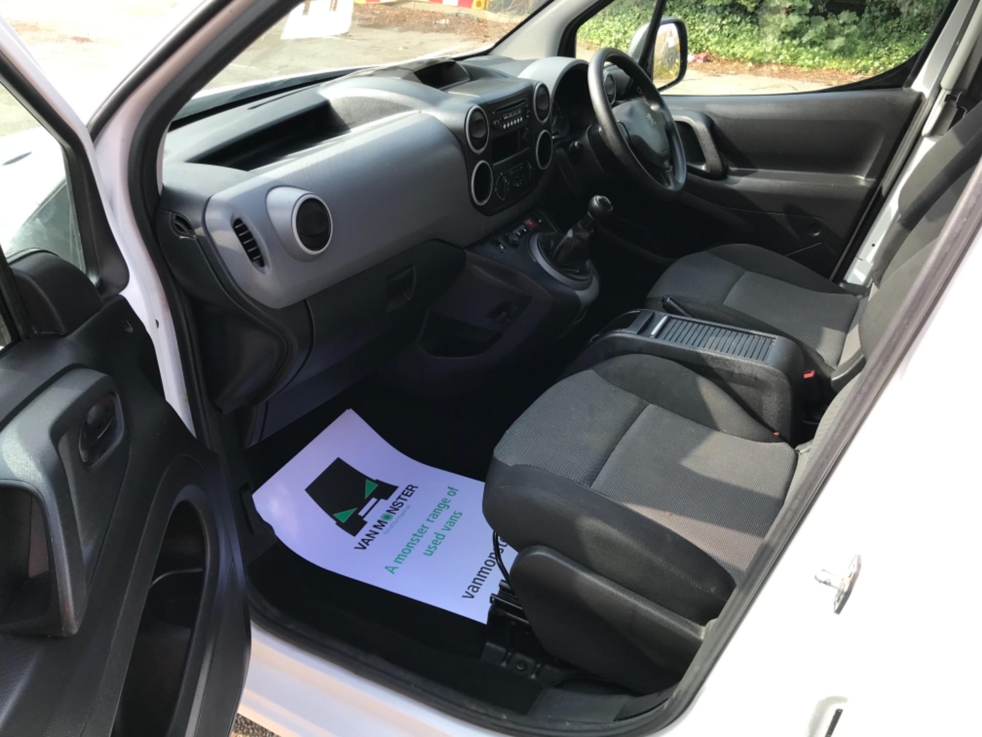 2017 Peugeot Partner  L2 715 S 1.6 BLUEHDI 100 CREW VAN EURO 6 (NV17MMA) Image 22