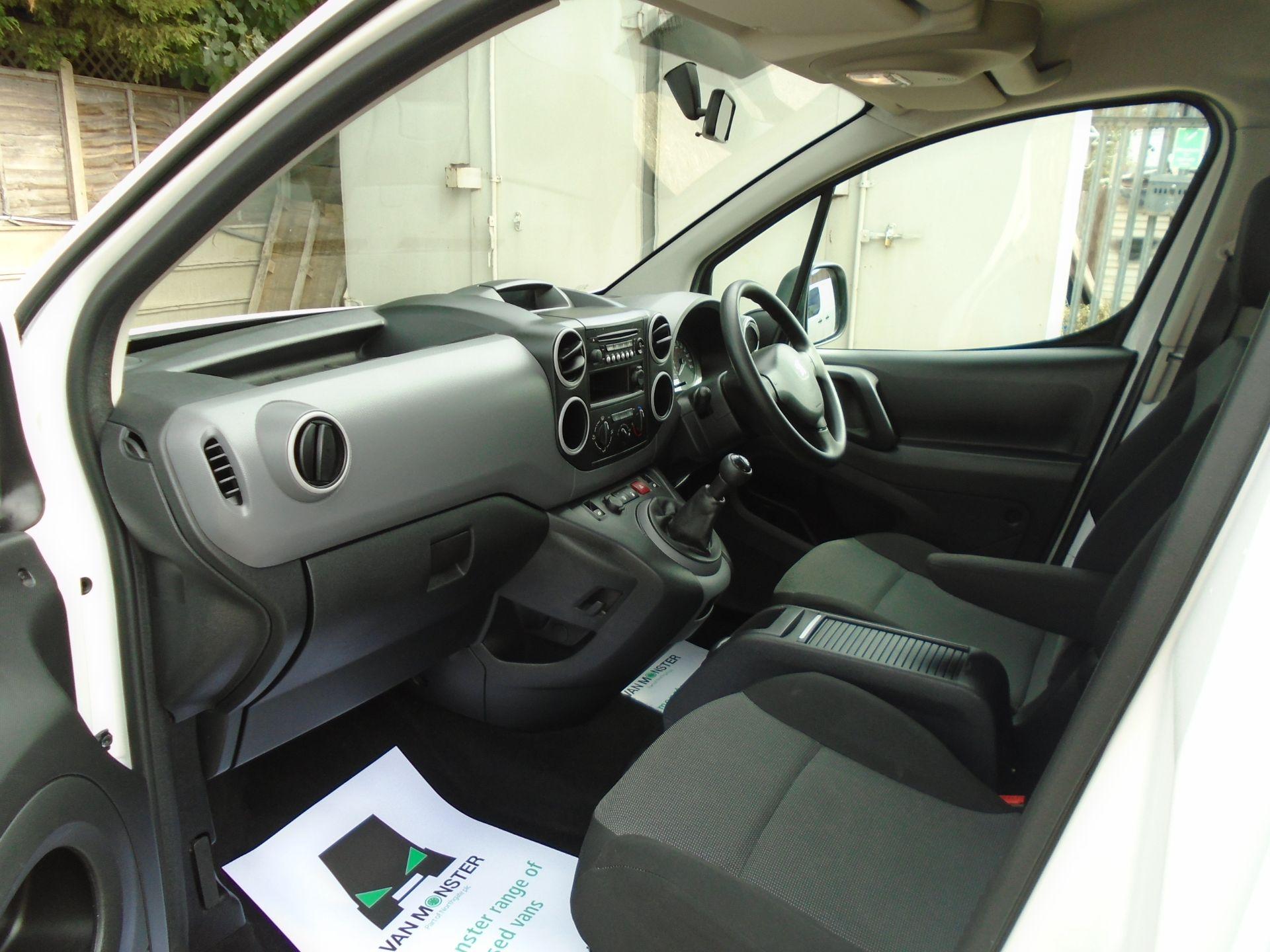 2017 Peugeot Partner 715 S 1.6 Bluehdi 100 Crew Van (NV17MSO) Image 17