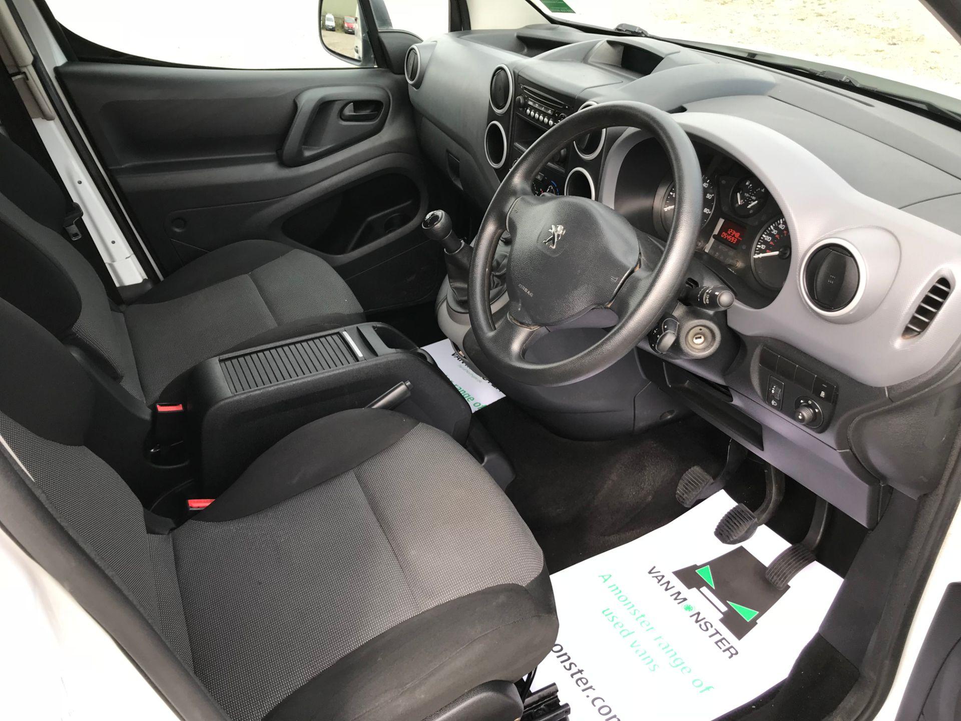 2017 Peugeot Partner 715 S 1.6 Bluehdi 100 Crew Van (NV17MUU) Image 25