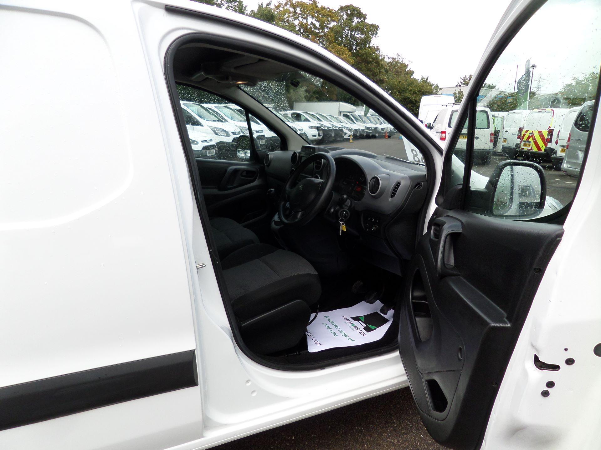 2017 Peugeot Partner 850 1.6 Bluehdi 100 Professional Van [Non Ss] Euuro 6 (NV17MVP) Image 11