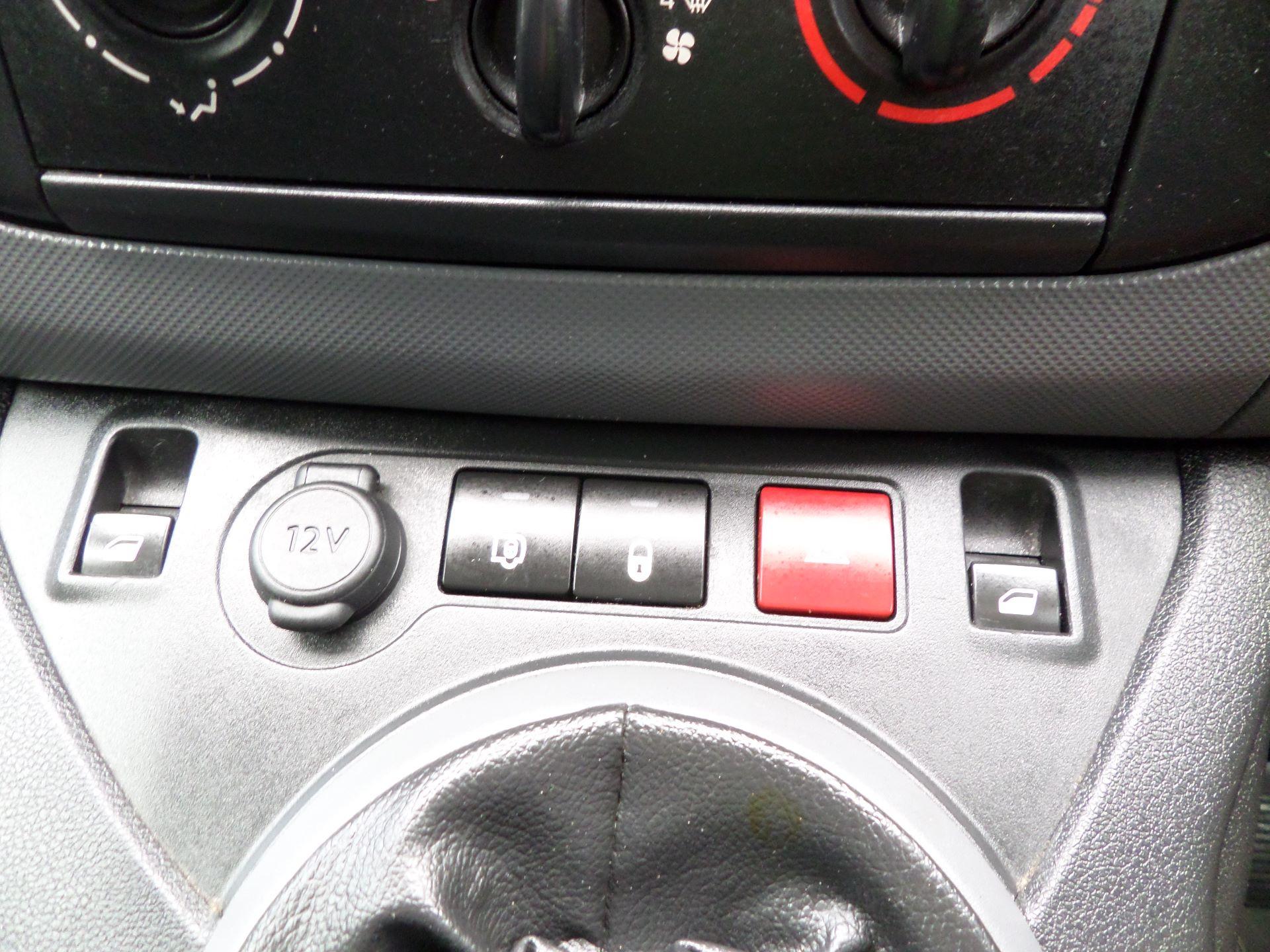 2017 Peugeot Partner 850 1.6 Bluehdi 100 Professional Van [Non Ss] Euuro 6 (NV17MVP) Image 14