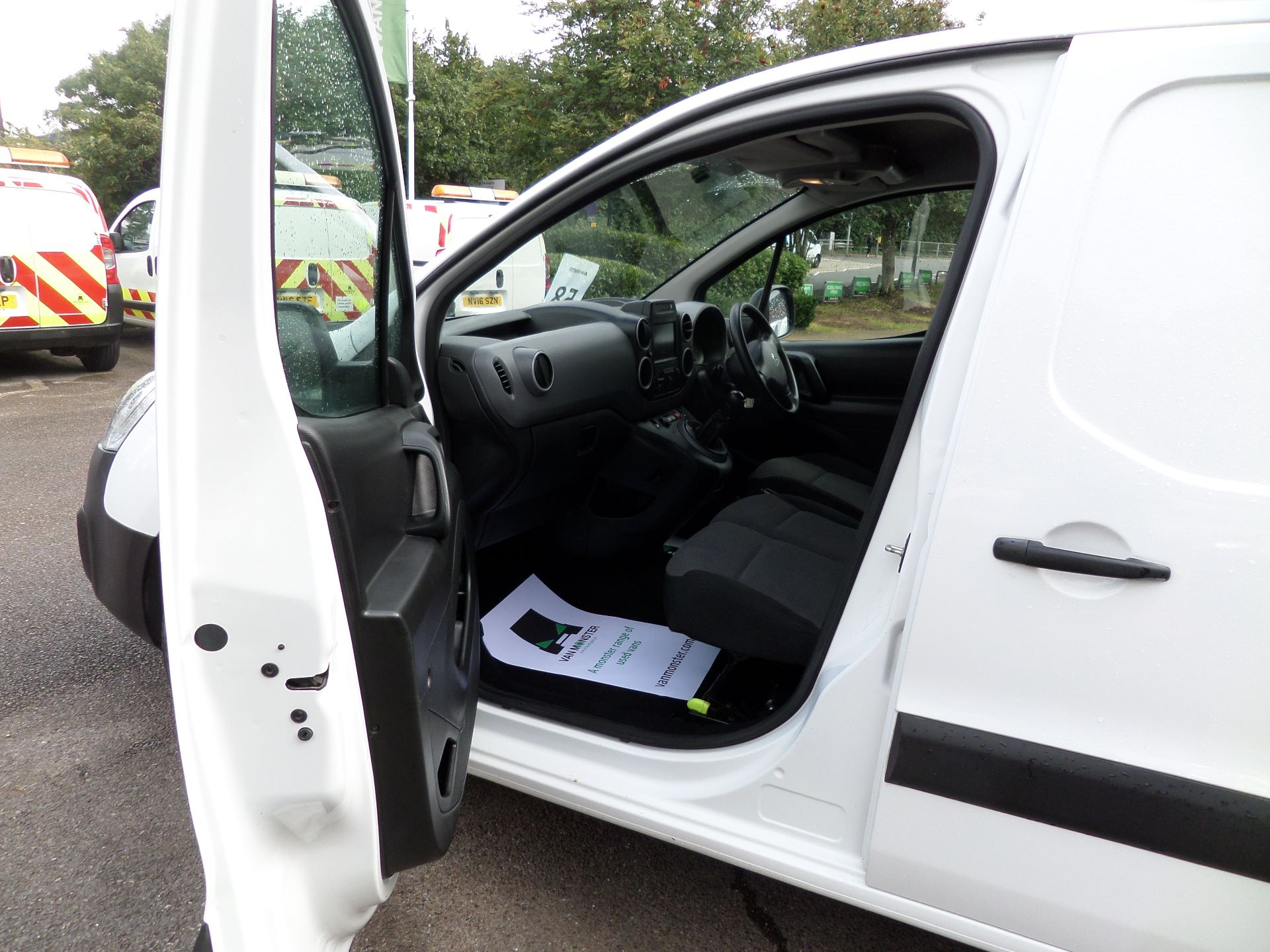 2017 Peugeot Partner 850 1.6 Bluehdi 100 Professional Van [Non Ss] Euuro 6 (NV17MVP) Image 8