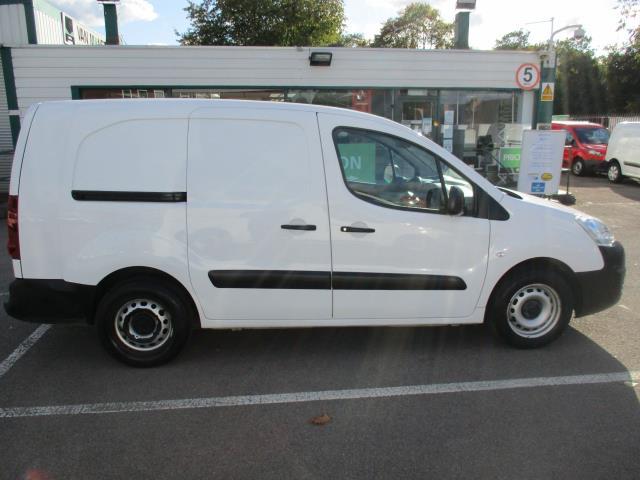 2017 Peugeot Partner 715 S 1.6 Bluehdi 100 Crew Van (NV17NRL) Image 2
