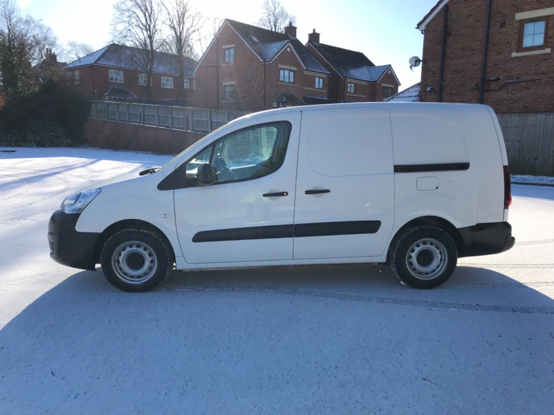 2017 Peugeot Partner L2 715 S 1.6 Bluehdi 100 Crew Van Euro 6  *70 MPH SPEED RESTRICTED (NV17NYM) Image 4