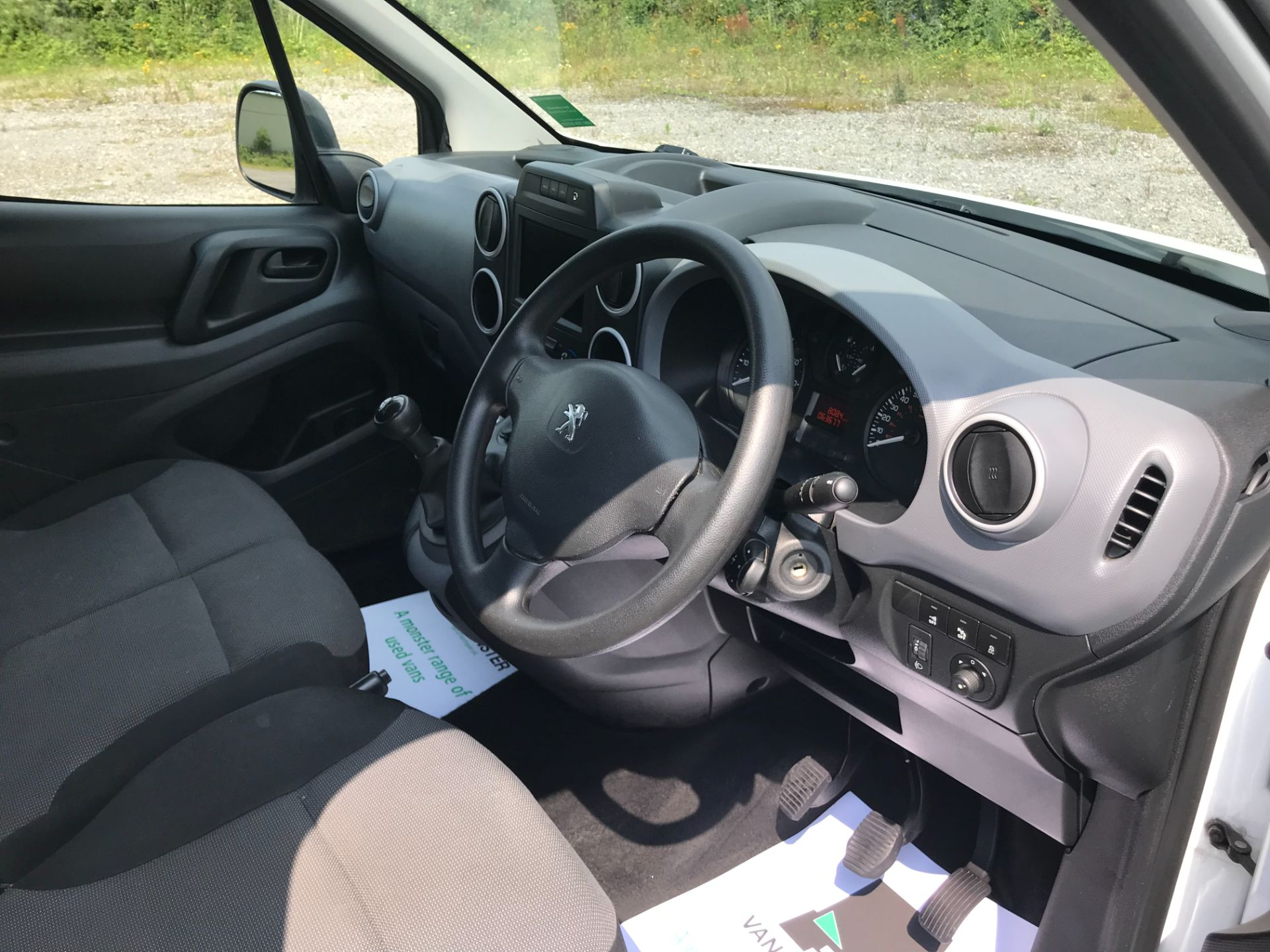 2017 Peugeot Partner 850 1.6 Bluehdi 100 Professional Van [Non Ss] EURO 6 (NV17NZE) Image 21