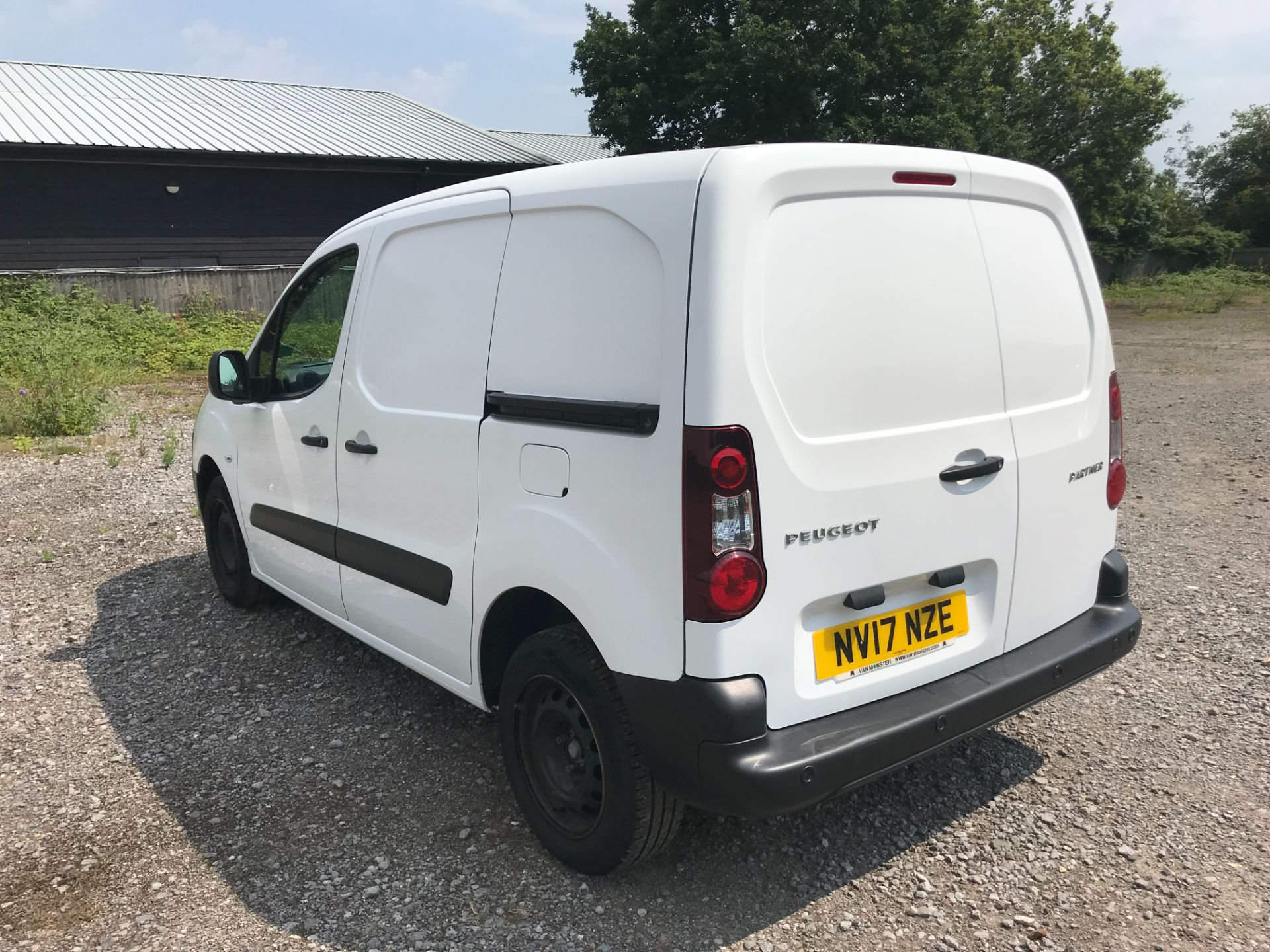 2017 Peugeot Partner 850 1.6 Bluehdi 100 Professional Van [Non Ss] EURO 6 (NV17NZE) Image 6