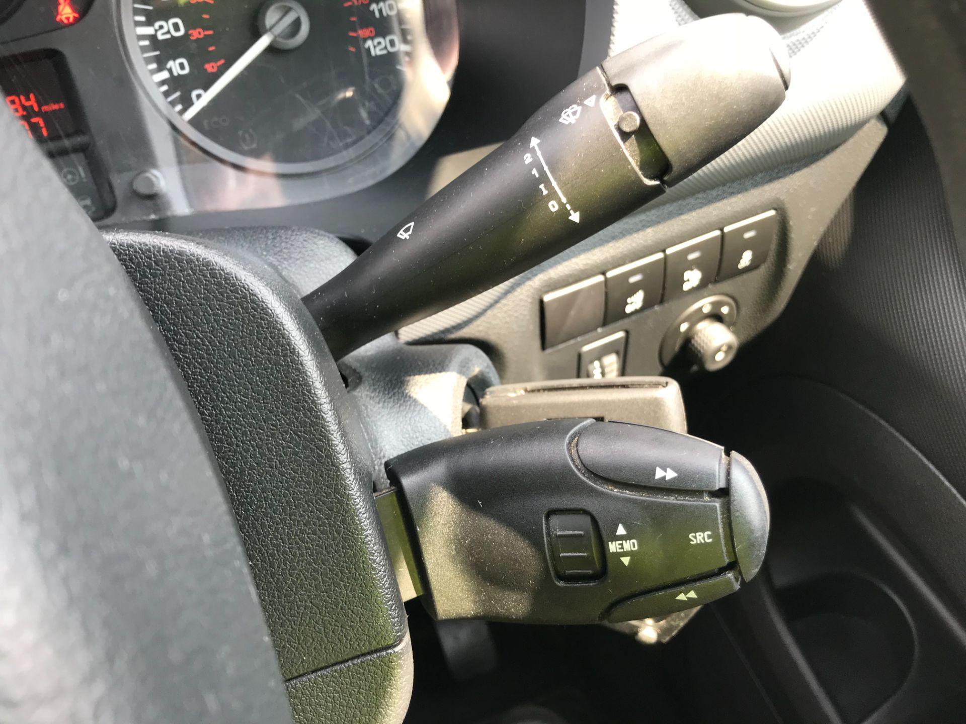 2017 Peugeot Partner 850 1.6 Bluehdi 100 Professional Van [Non Ss] EURO 6 (NV17NZE) Image 30