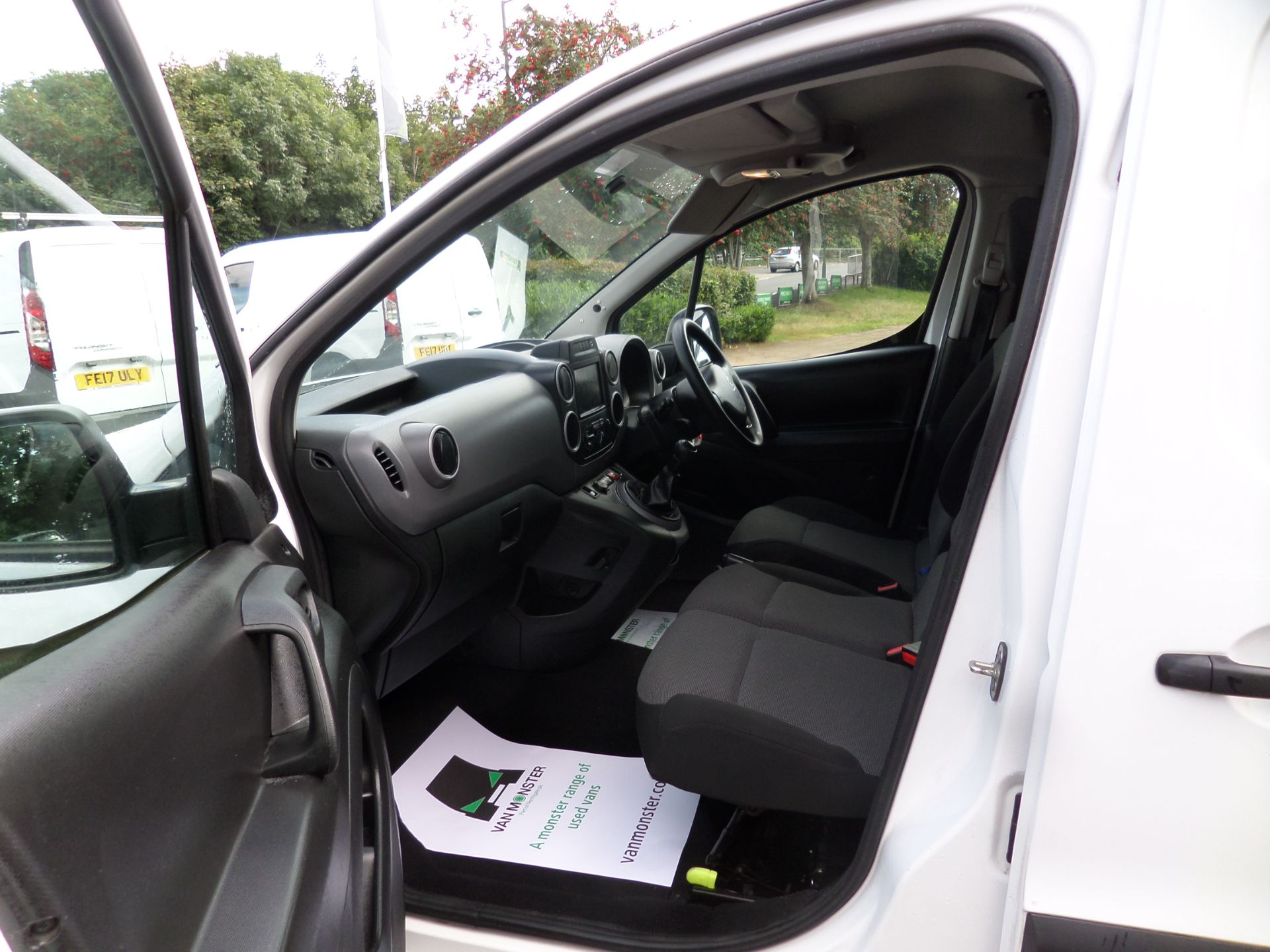 2017 Peugeot Partner 850 1.6 Bluehdi 100 Professional Van [Non Ss] Euro 6 (NV17NZG) Image 8