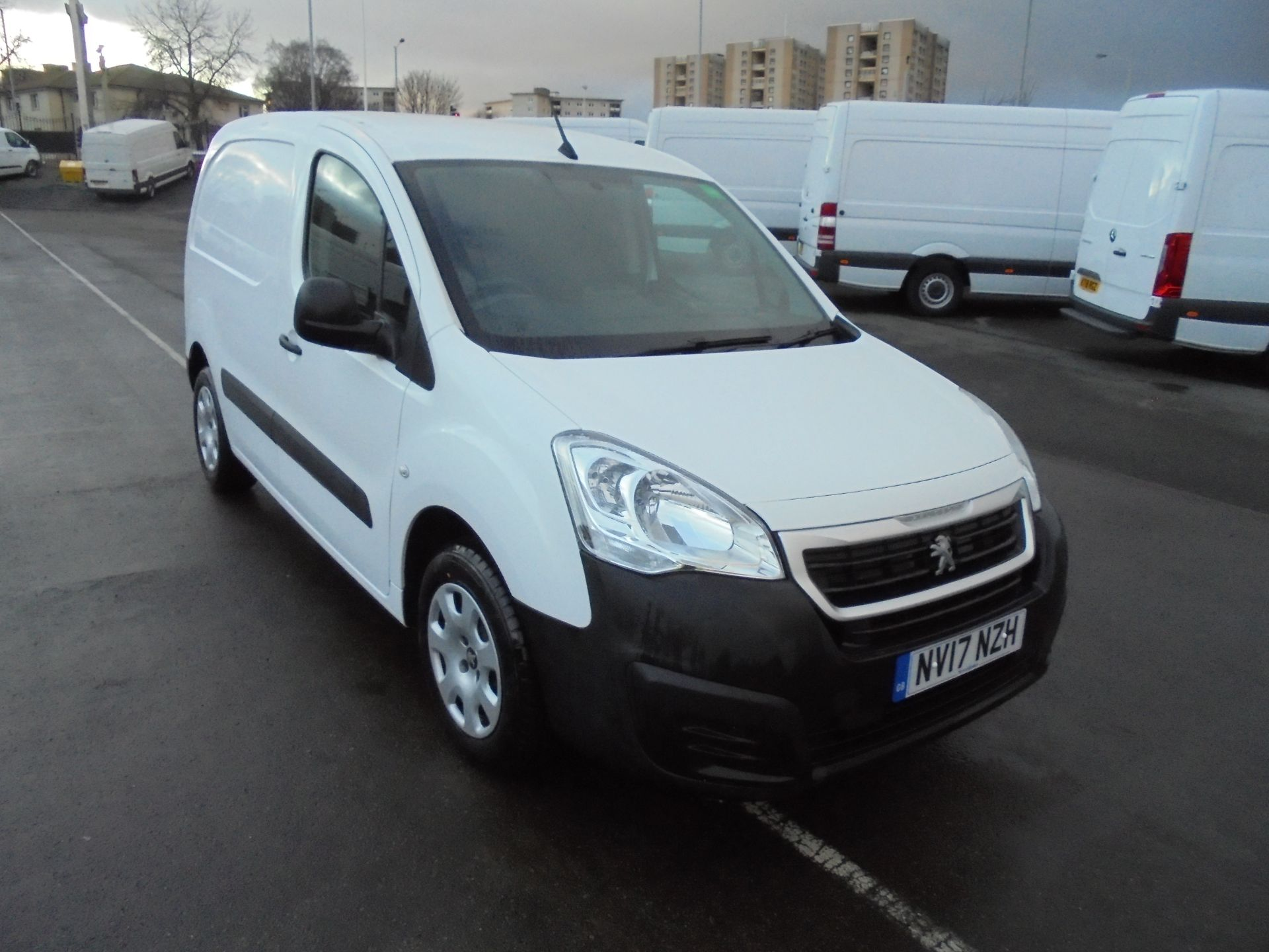 2017 Peugeot Partner 850 1.6 Bluehdi 100Ps L1 Professional Van [Non Ss] (NV17NZH)