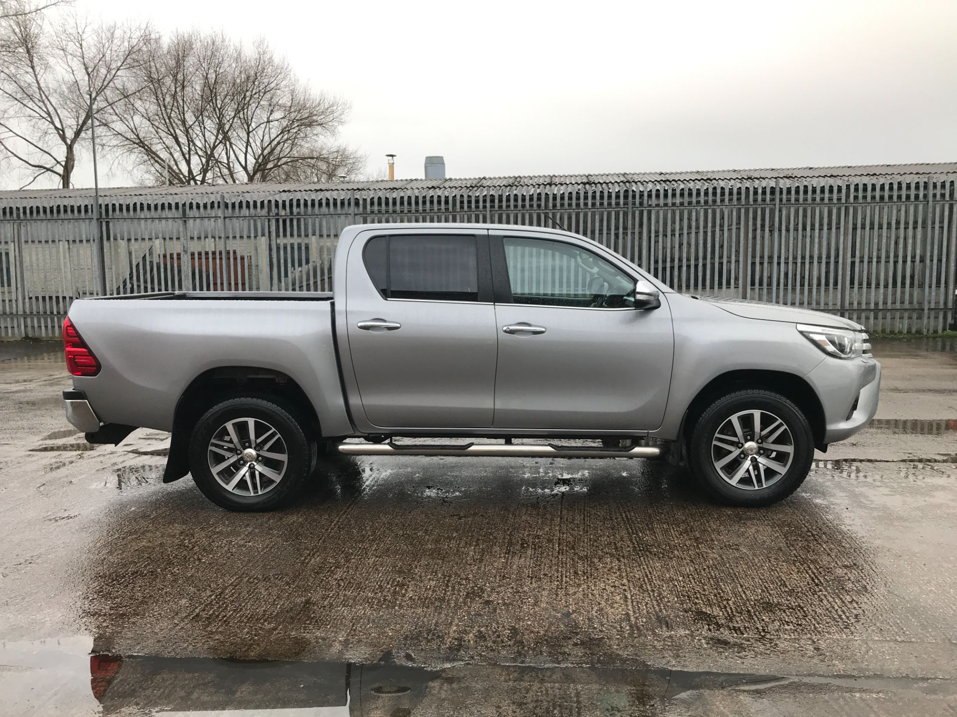 2017 Toyota Hilux  DOUBLE CAB 3.0D4D 4X4 171PS INVINCIBLE EURO 5 (NV17SMO) Image 7
