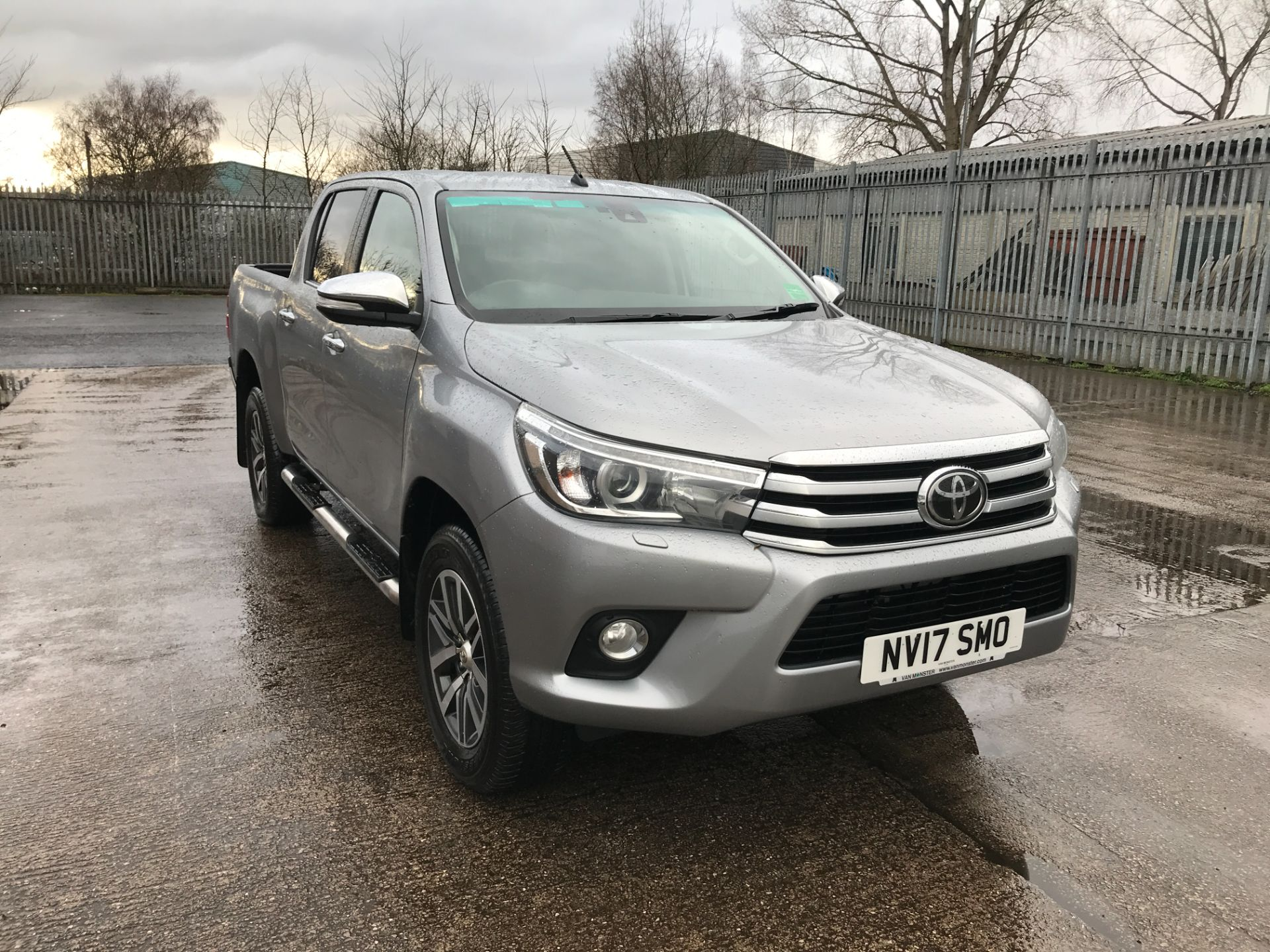 2017 Toyota Hilux  DOUBLE CAB 3.0D4D 4X4 171PS INVINCIBLE EURO 5 (NV17SMO)