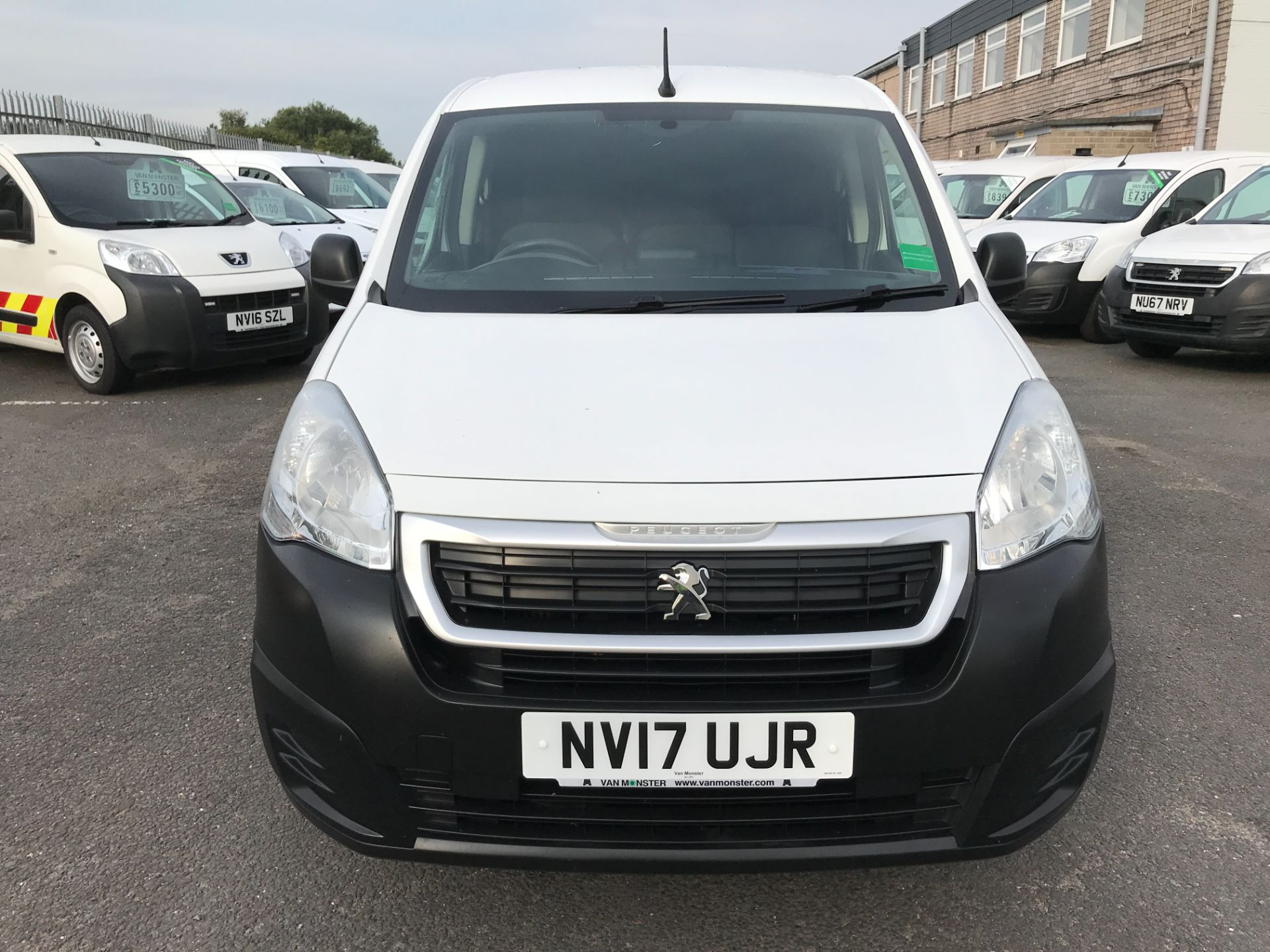 2017 Peugeot Partner L1 850 1.6BLUEHDI 100PS PROFESSIONAL EURO 6 (NV17UJR) Image 14