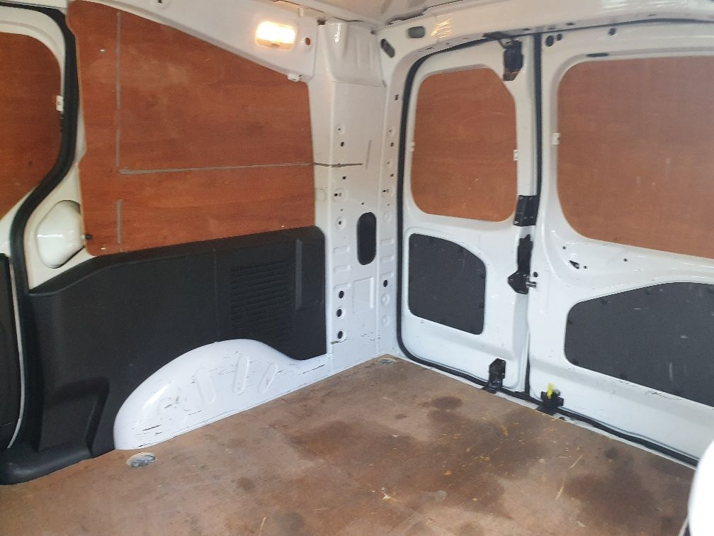 2017 Peugeot Partner 750 S 1.6 Bluehdi 100 Van [Non Start Stop] (NV17UVE) Image 17