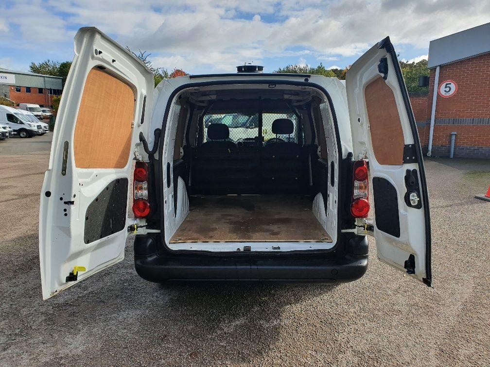 2017 Peugeot Partner 750 S 1.6 Bluehdi 100 Van [Non Start Stop] (NV17UVE) Image 13