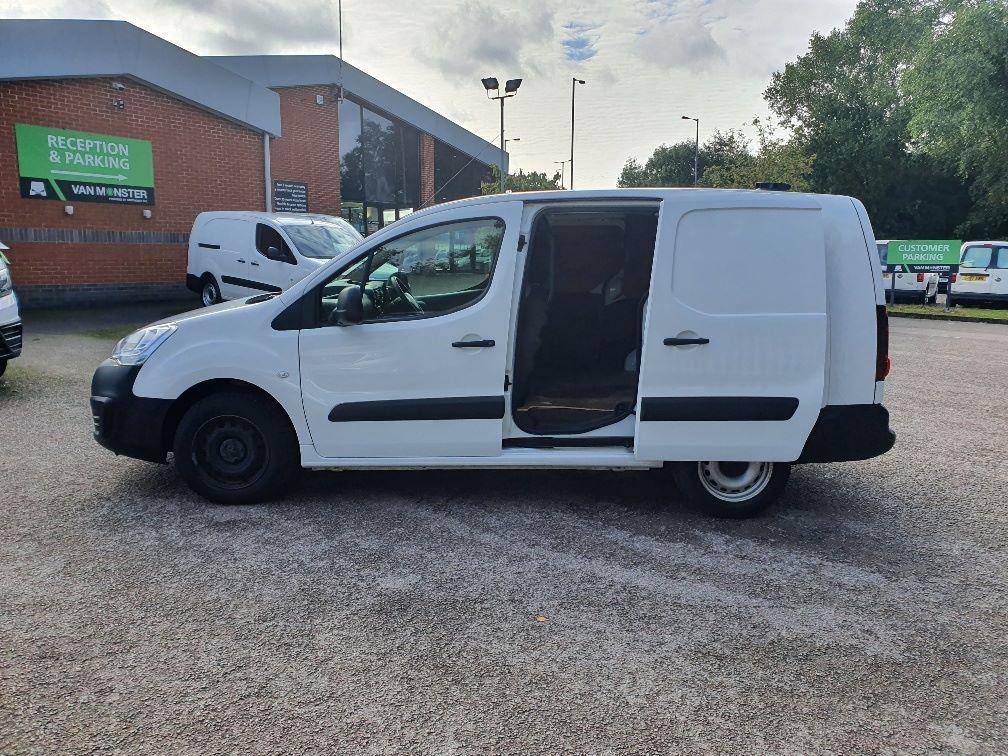 2017 Peugeot Partner 750 S 1.6 Bluehdi 100 Van [Non Start Stop] (NV17UVE) Image 16