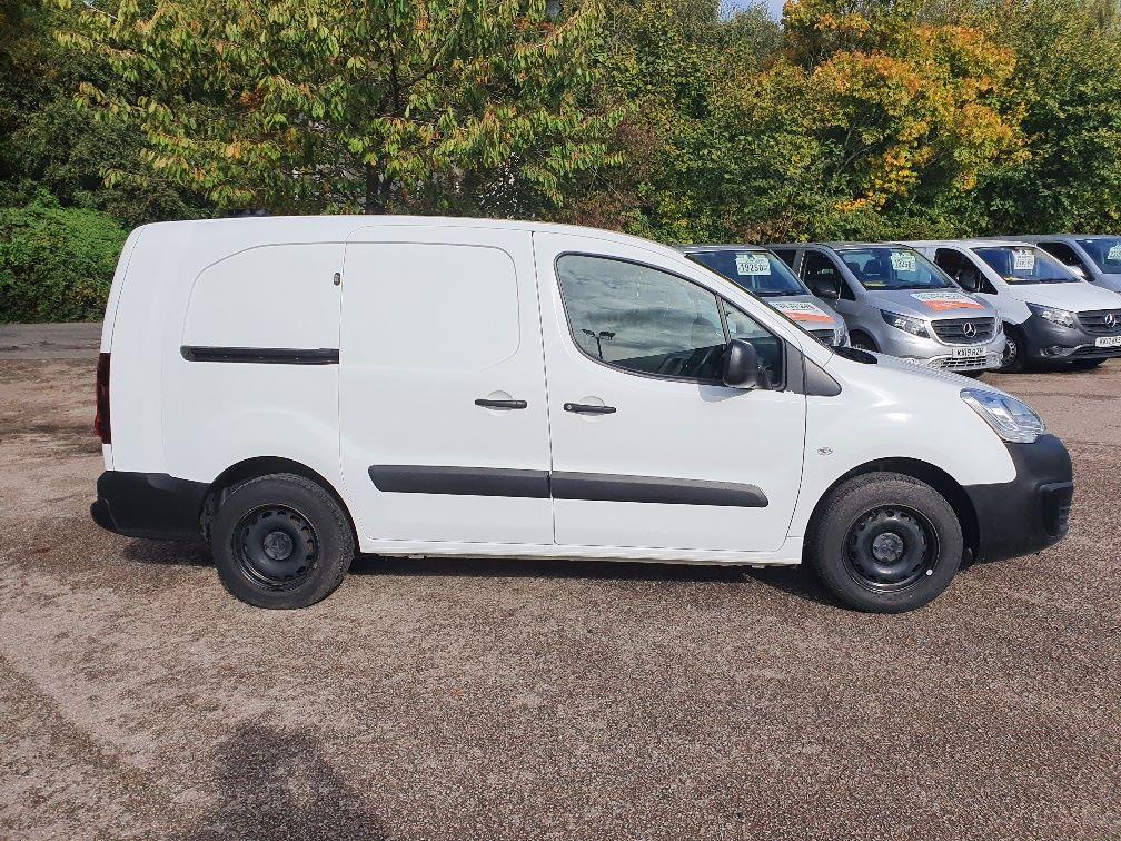 2017 Peugeot Partner 750 S 1.6 Bluehdi 100 Van [Non Start Stop] (NV17UVE) Image 4