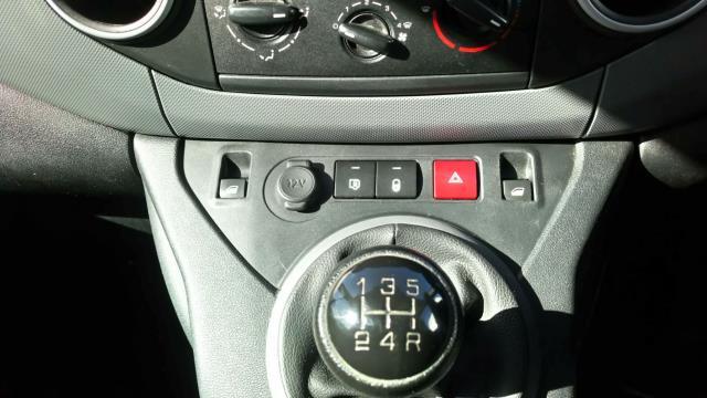 2017 Peugeot Partner 850 1.6 Bluehdi 100 Professional Van [Non Ss] (NV17WHJ) Image 16