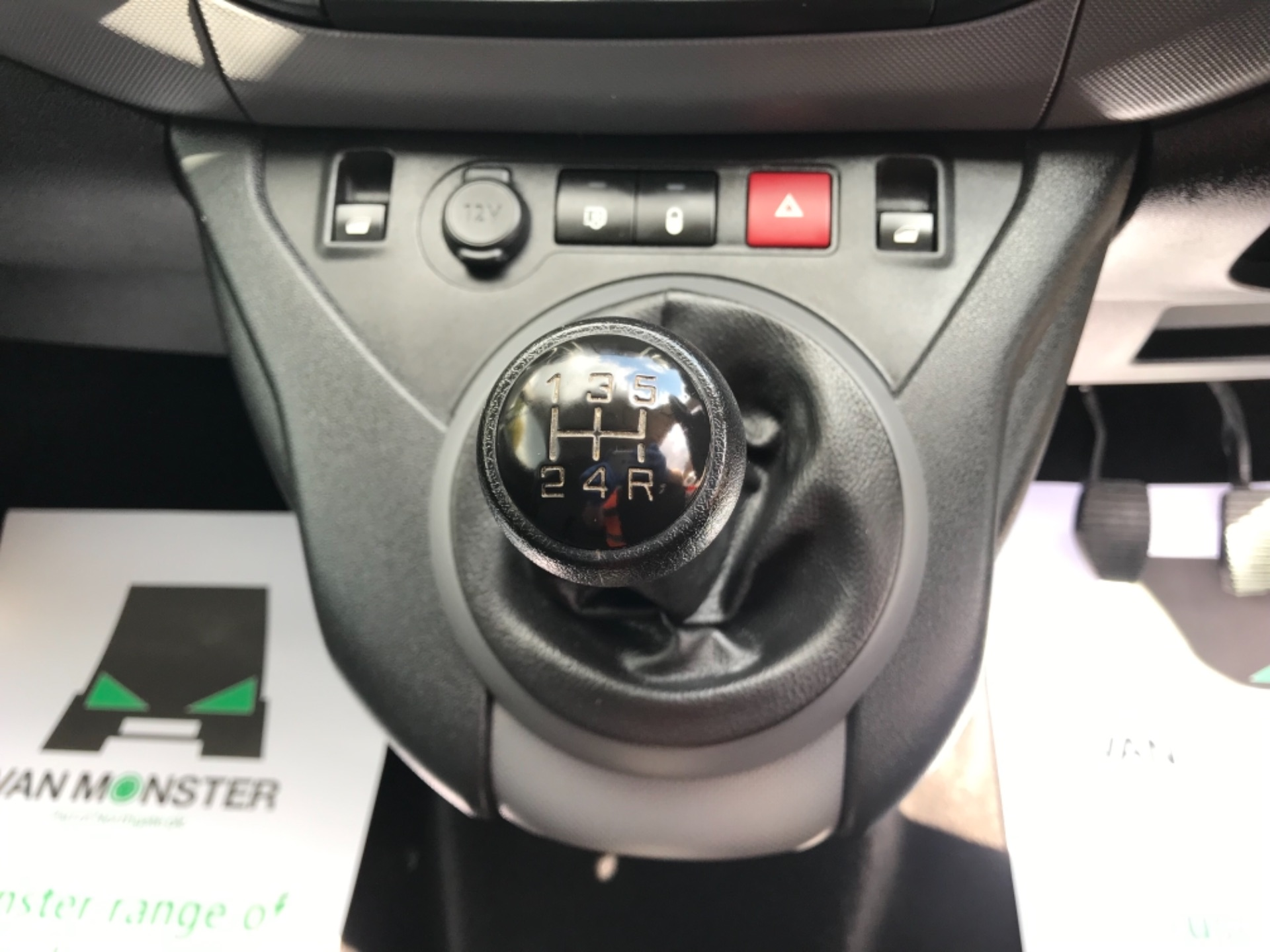 2017 Peugeot Partner 850 1.6 Bluehdi 100 Professional Van EURO 6 (NV17YHE) Image 23