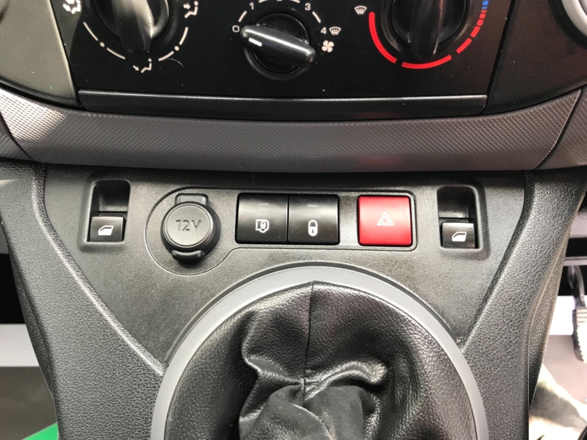 2017 Peugeot Partner 850 1.6 Bluehdi 100 Professional Van EURO 6 (NV17YHE) Image 22