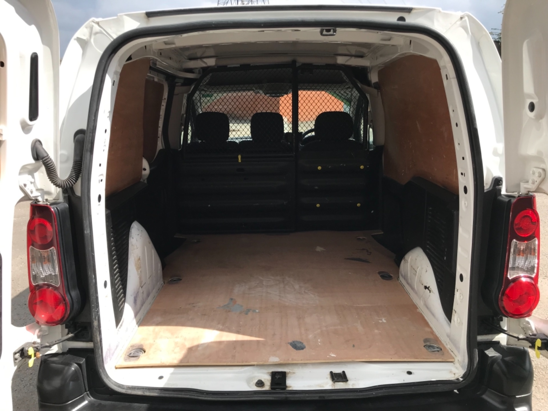 2017 Peugeot Partner 850 1.6 Bluehdi 100 Professional Van EURO 6 (NV17YHE) Image 32