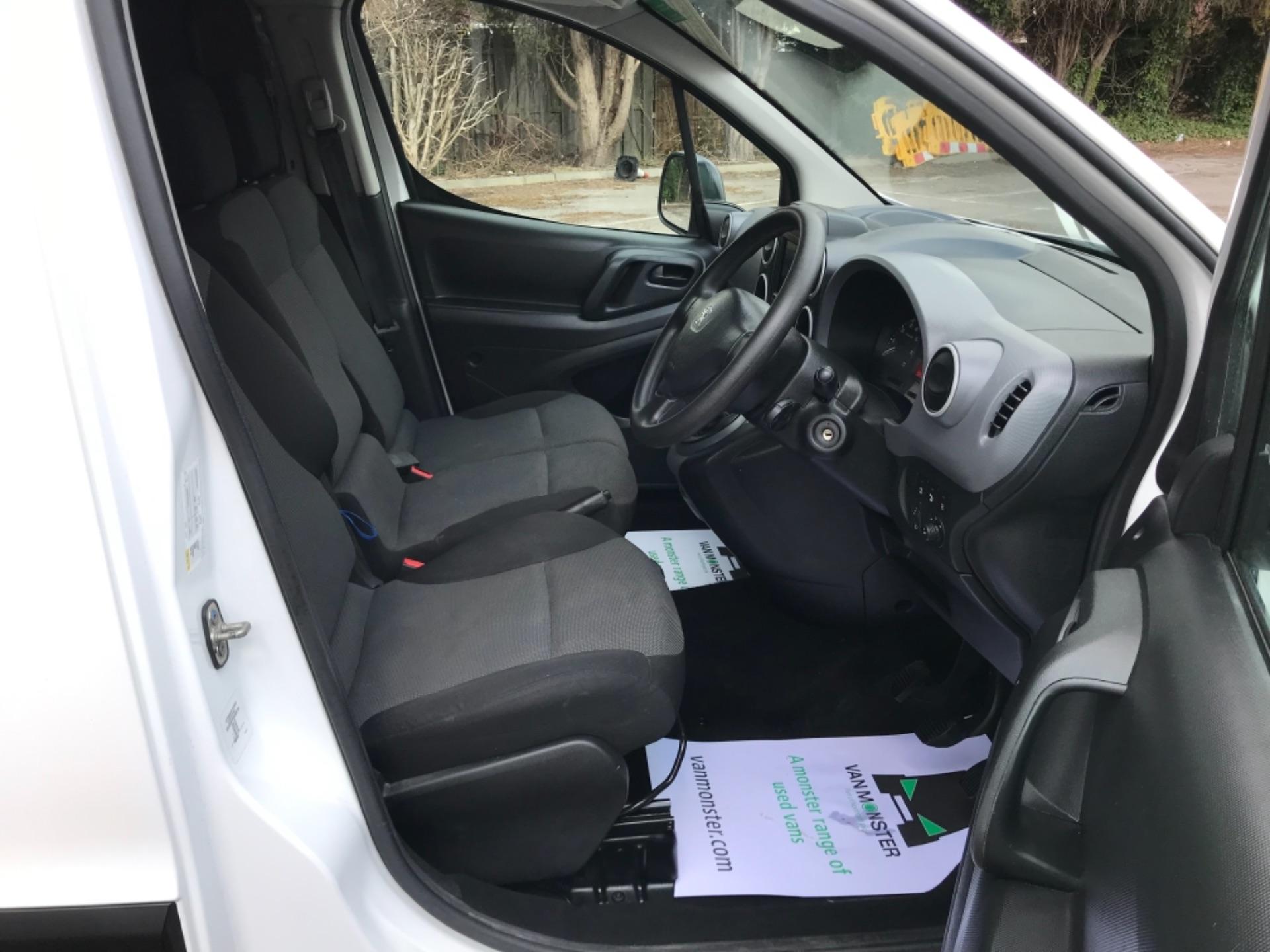 2017 Peugeot Partner 850 1.6 Bluehdi 100 Professional Van EURO 6 (NV17YHE) Image 12