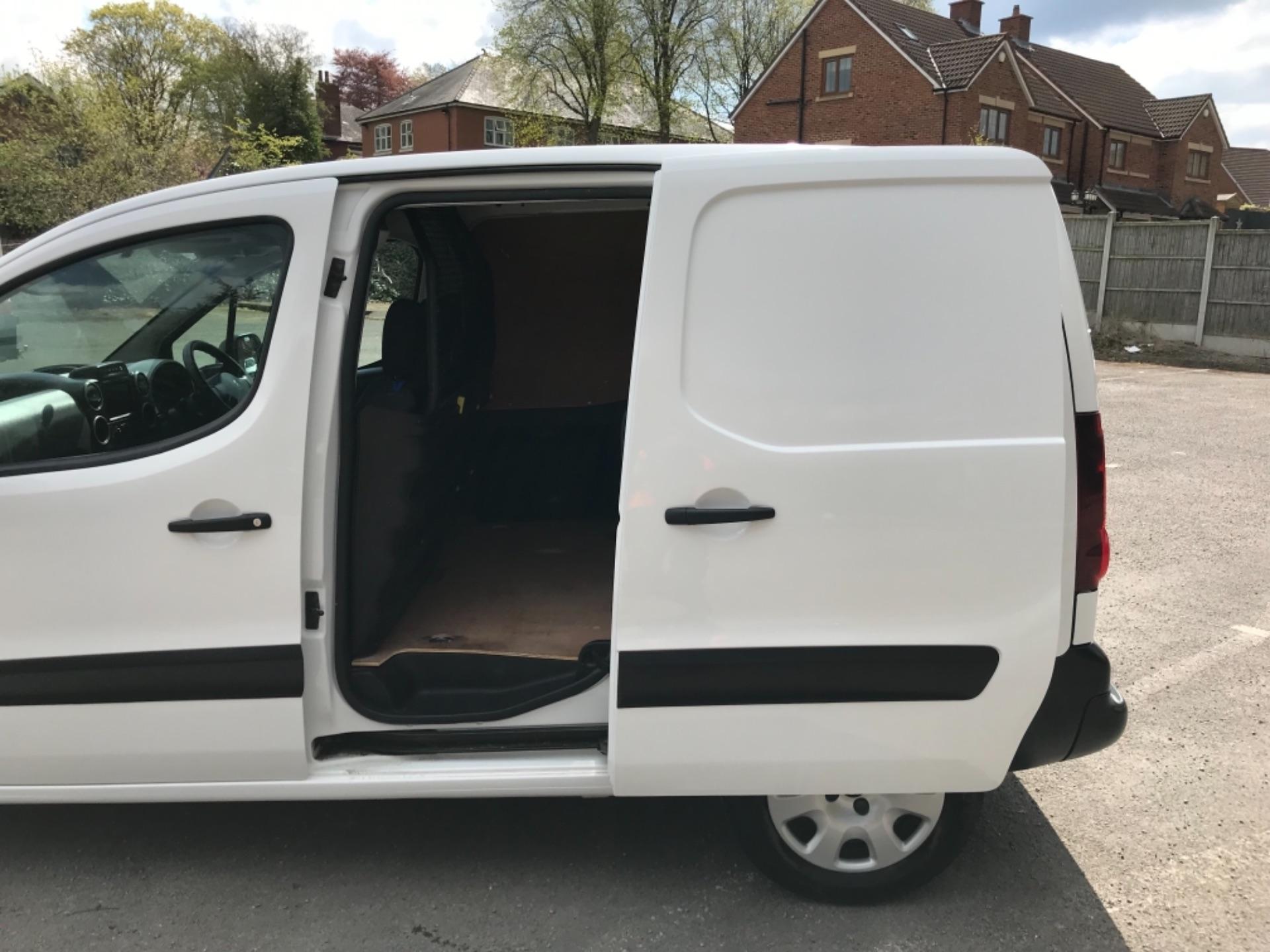 2017 Peugeot Partner 850 1.6 Bluehdi 100 Professional Van EURO 6 (NV17YHE) Image 30