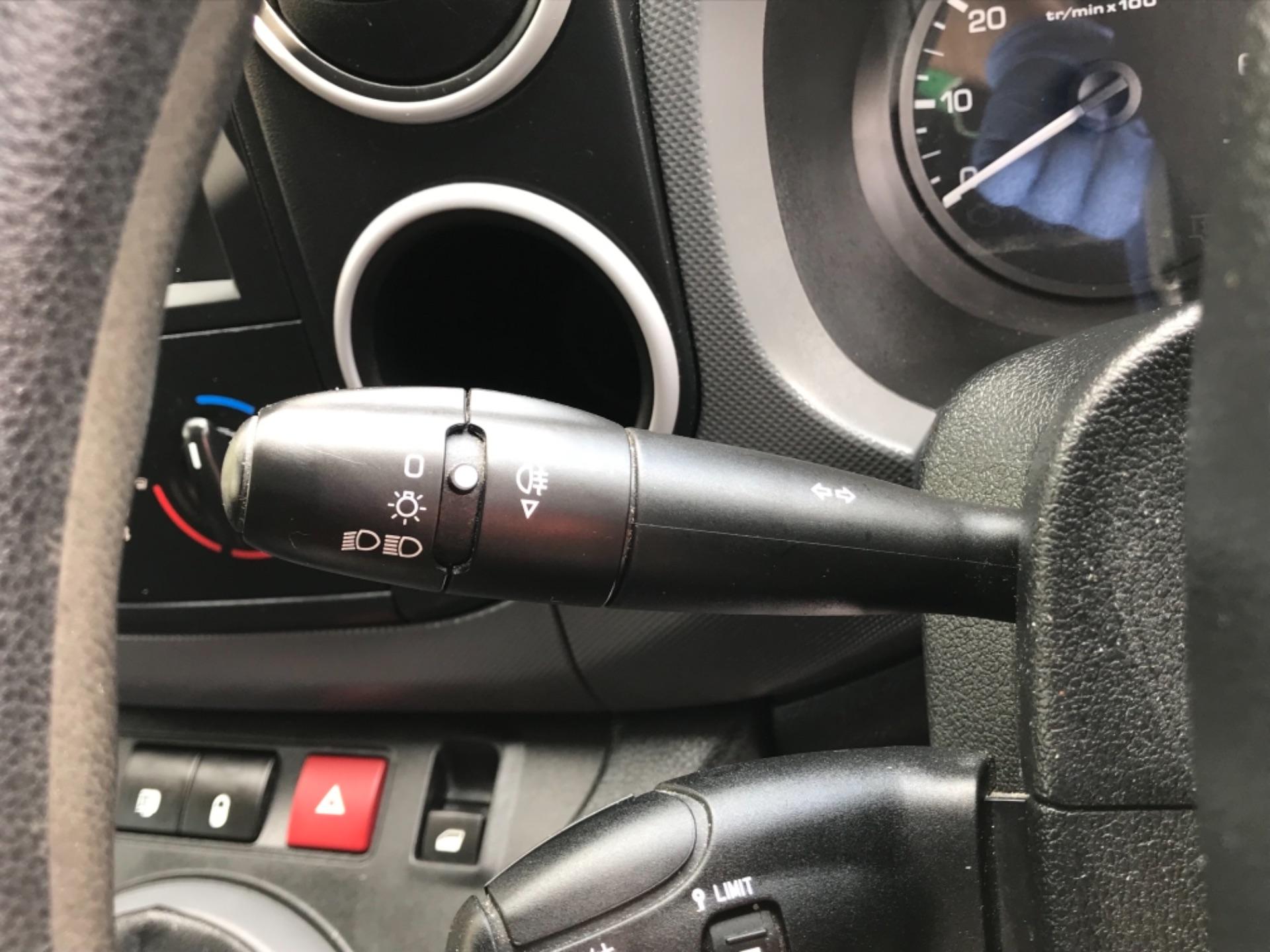 2017 Peugeot Partner 850 1.6 Bluehdi 100 Professional Van EURO 6 (NV17YHE) Image 15
