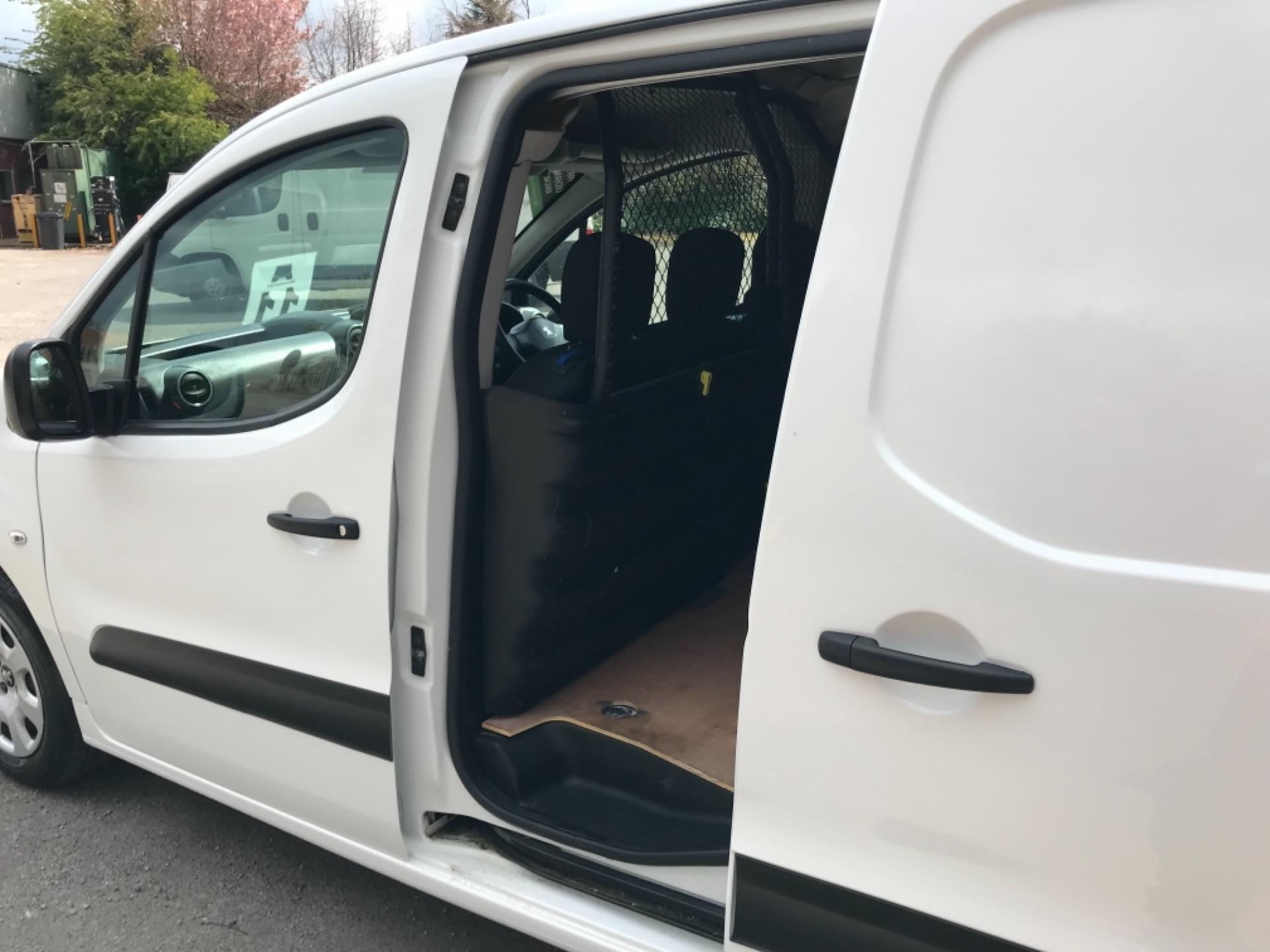 2017 Peugeot Partner 850 1.6 Bluehdi 100 Professional Van EURO 6 (NV17YHE) Image 28