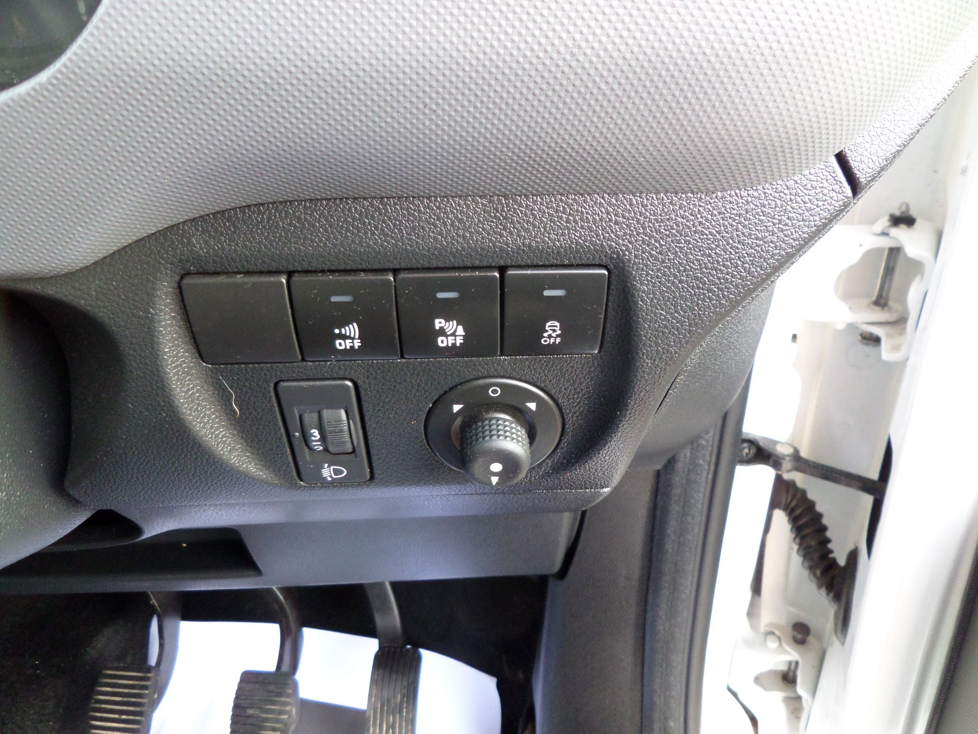 2017 Peugeot Partner 850 1.6 Bluehdi 100 Professional Van [Non Ss] Euro 6 (NV17YXP) Image 16