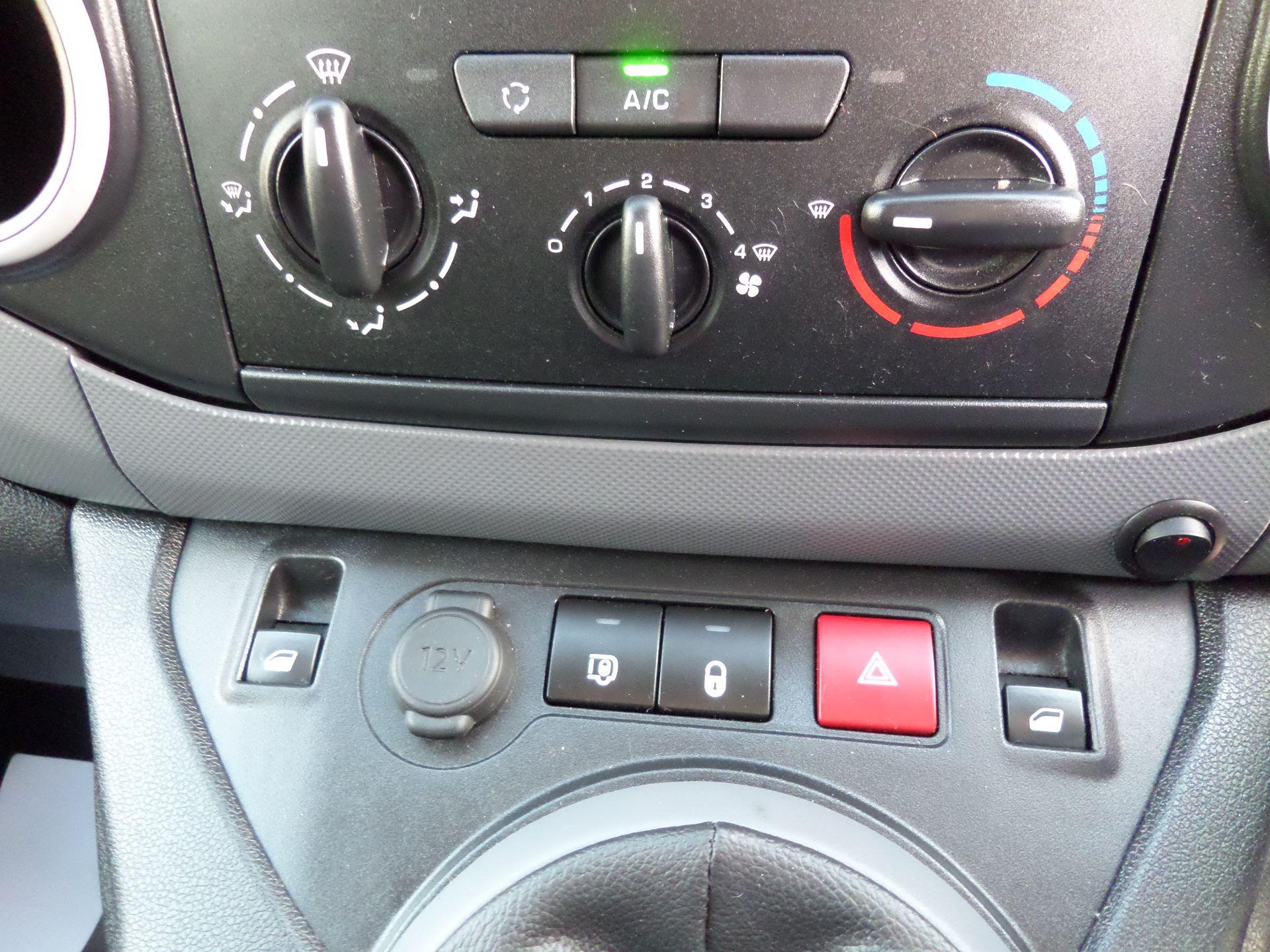 2017 Peugeot Partner 850 1.6 Bluehdi 100 Professional Van [Non Ss] Euro 6 (NV17YXP) Image 14