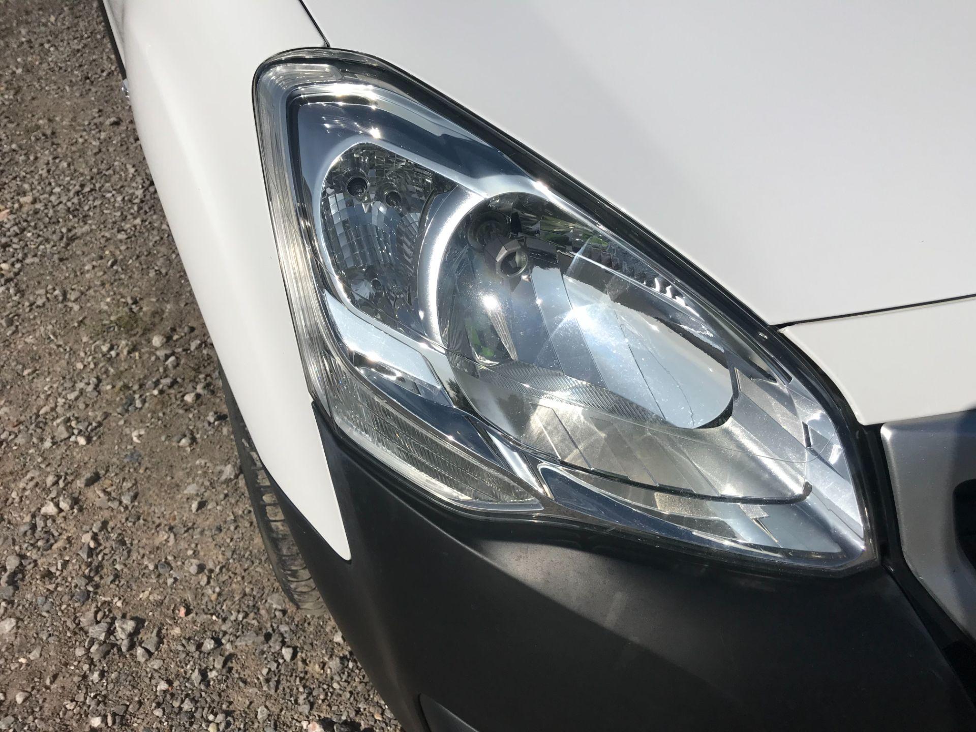 2017 Peugeot Partner 850 1.6 Bluehdi 100 Professional Van [Non Ss] (NV17YZL) Image 28