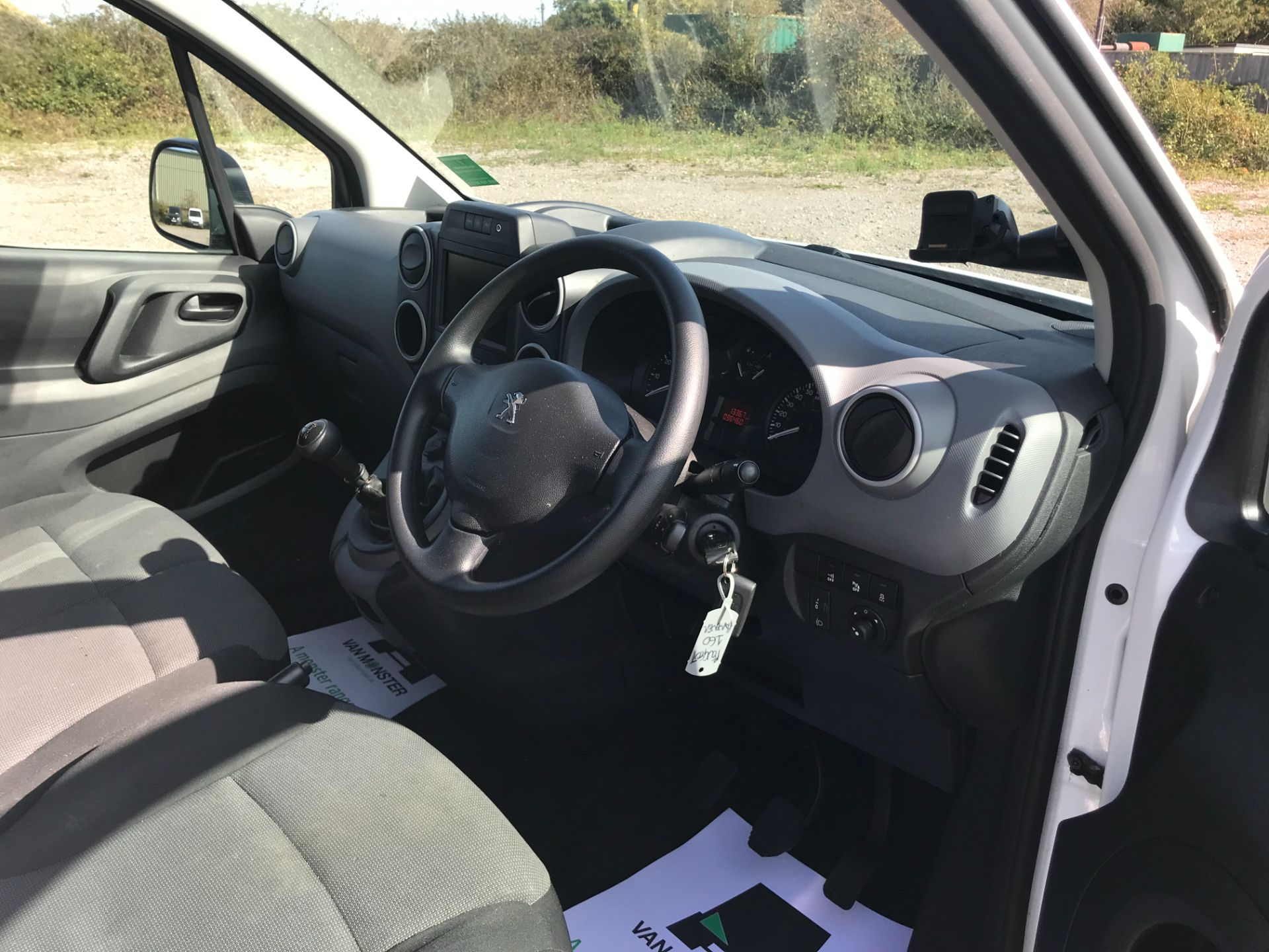2017 Peugeot Partner 850 1.6 Bluehdi 100 Professional Van [Non Ss] (NV17YZL) Image 15