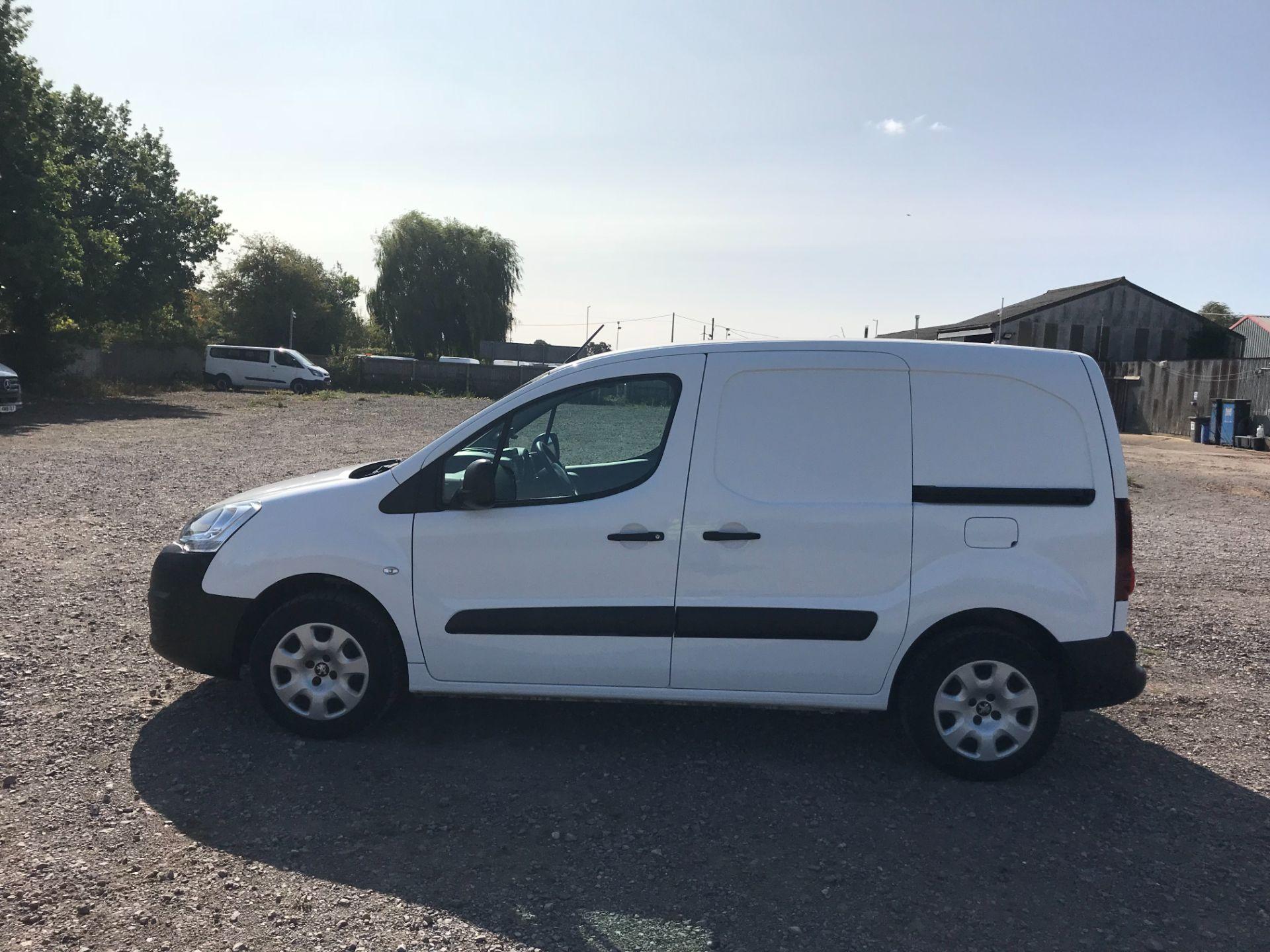 2017 Peugeot Partner 850 1.6 Bluehdi 100 Professional Van [Non Ss] (NV17YZL) Image 8