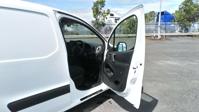 2017 Peugeot Partner 850 1.6 Bluehdi 100 Professional Van [Non Ss] (NV17YZR) Image 13