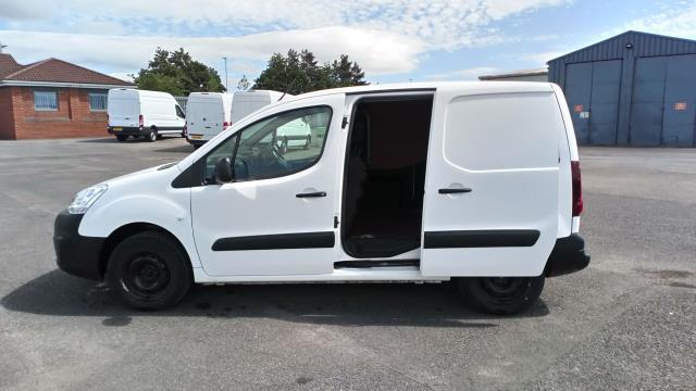 2017 Peugeot Partner 850 1.6 Bluehdi 100 Professional Van [Non Ss] (NV17YZR) Image 9