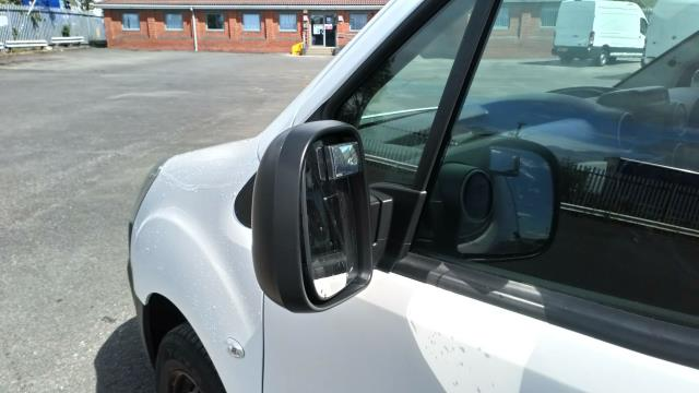 2017 Peugeot Partner 850 1.6 Bluehdi 100 Professional Van [Non Ss] (NV17YZR) Image 11