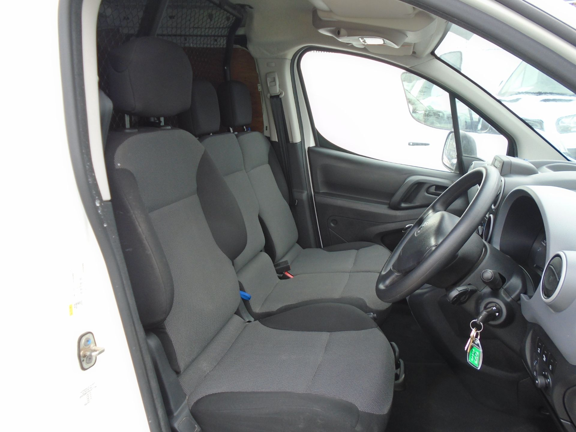 2017 Peugeot Partner 850 1.6 Bluehdi 100 Professional Van [Non Ss] (NV17YZZ) Image 17