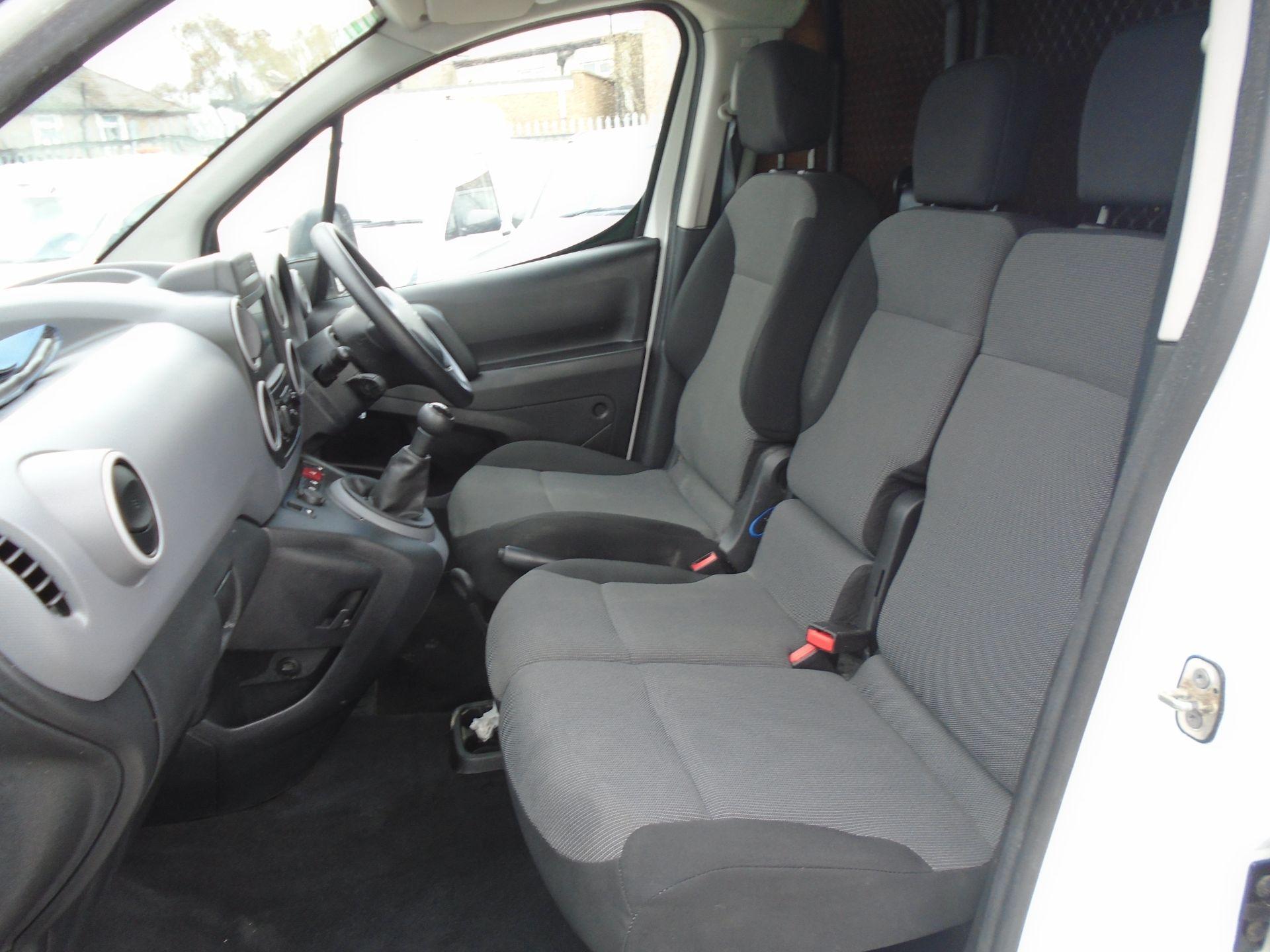 2017 Peugeot Partner 850 1.6 Bluehdi 100 Professional Van [Non Ss] (NV17YZZ) Image 15