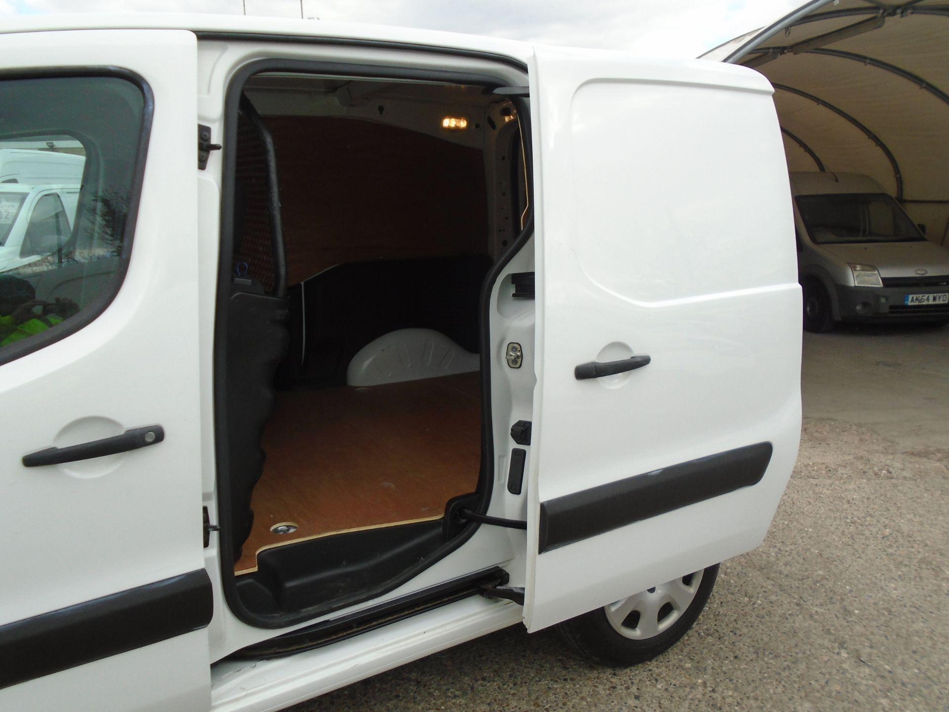 2017 Peugeot Partner 850 1.6 Bluehdi 100 Professional Van [Non Ss] (NV17YZZ) Image 12