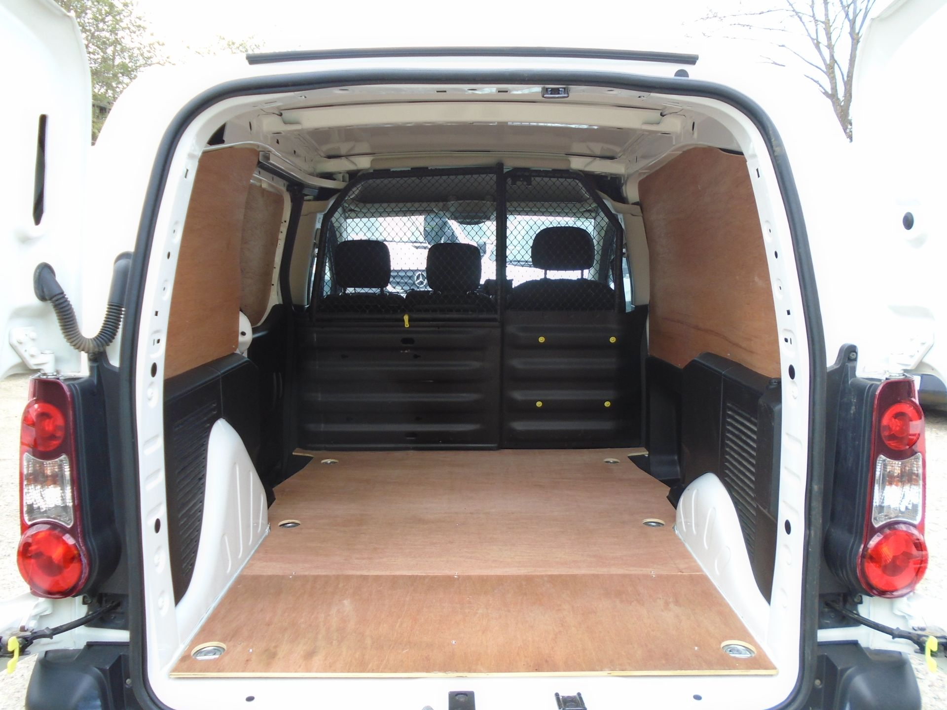 2017 Peugeot Partner 850 1.6 Bluehdi 100 Professional Van [Non Ss] (NV17YZZ) Image 10